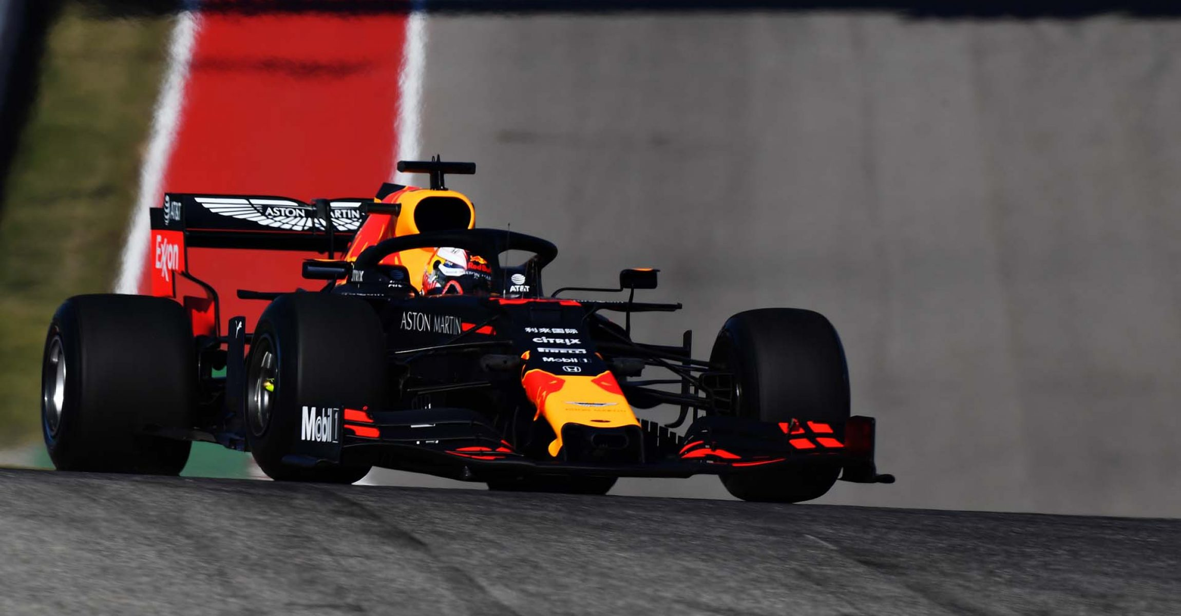 AUSTIN, TEXAS - NOVEMBER 01: Max Verstappen of the Netherlands driving the (33) Aston Martin Red Bull Racing RB15 on track during practice for the F1 Grand Prix of USA at Circuit of The Americas on November 01, 2019 in Austin, Texas. (Photo by Clive Mason/Getty Images) // Getty Images / Red Bull Content Pool // AP-2227Q2J6N2111 // Usage for editorial use only //