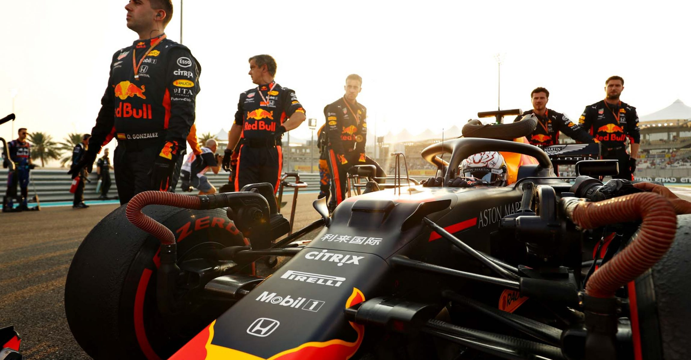 ABU DHABI, UNITED ARAB EMIRATES - DECEMBER 01: Max Verstappen of Netherlands and Red Bull Racing prepares to drive on the grid before the F1 Grand Prix of Abu Dhabi at Yas Marina Circuit on December 01, 2019 in Abu Dhabi, United Arab Emirates. (Photo by Mark Thompson/Getty Images) // Getty Images / Red Bull Content Pool // AP-22BWAF24W2111 // Usage for editorial use only //
