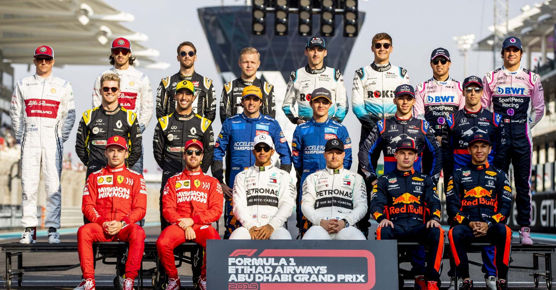 ABU DHABI, UNITED ARAB EMIRATES - DECEMBER 01: The F1 Drivers Class of 2019 photo is taken on track before the F1 Grand Prix of Abu Dhabi at Yas Marina Circuit on December 01, 2019 in Abu Dhabi, United Arab Emirates. Scuderia Toro Rosso (Photo by Dan Istitene/Getty Images) // Getty Images / Red Bull Content Pool  // AP-22BTQ55492111 // Usage for editorial use only //