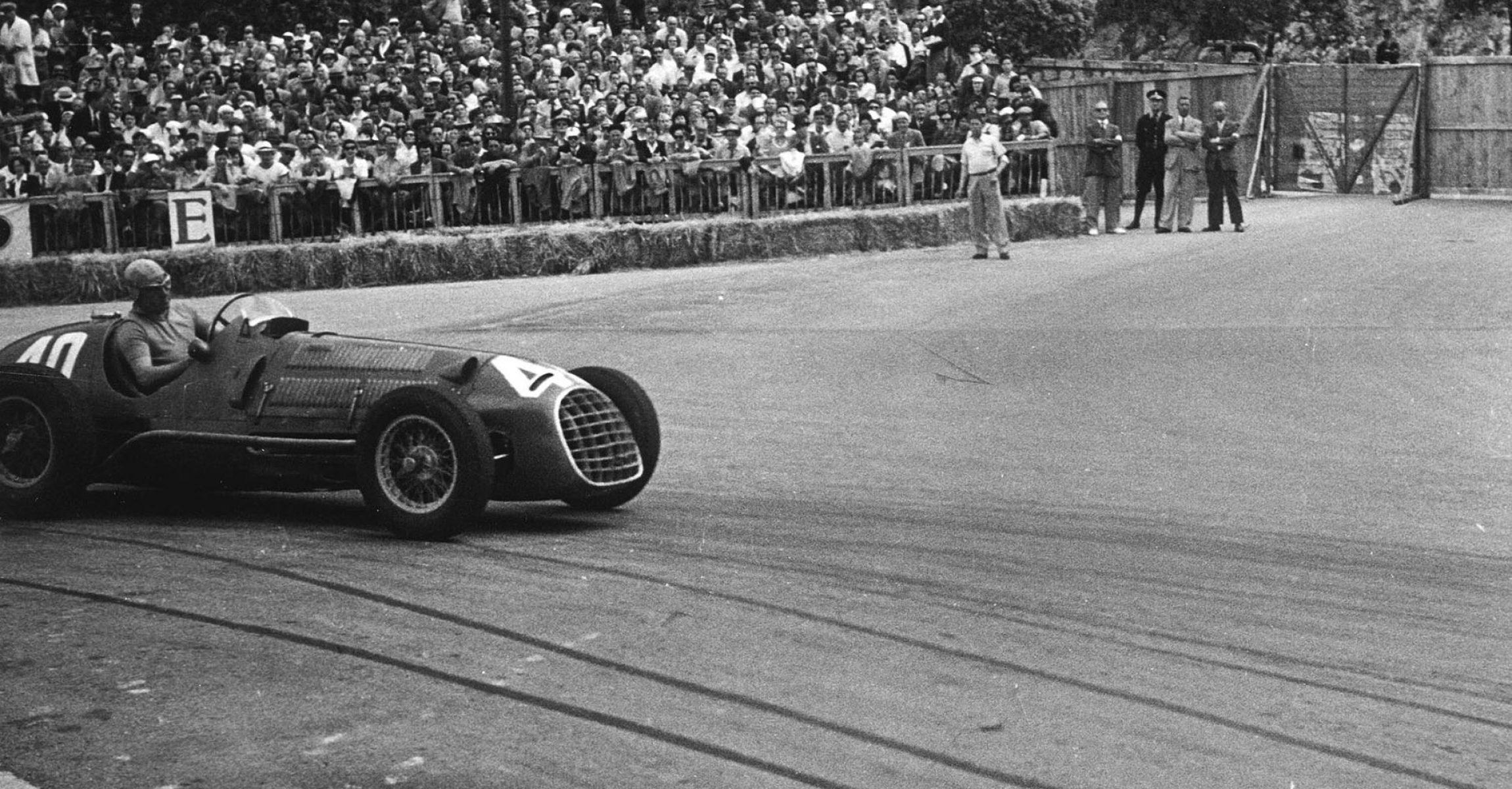 - Ascari in azione alla curva del gasometro. Si classificherà al secondo posto. - Gara d'esordio della Ferrari nel Campionato del Mondo Formula 1. Alberto Ascari