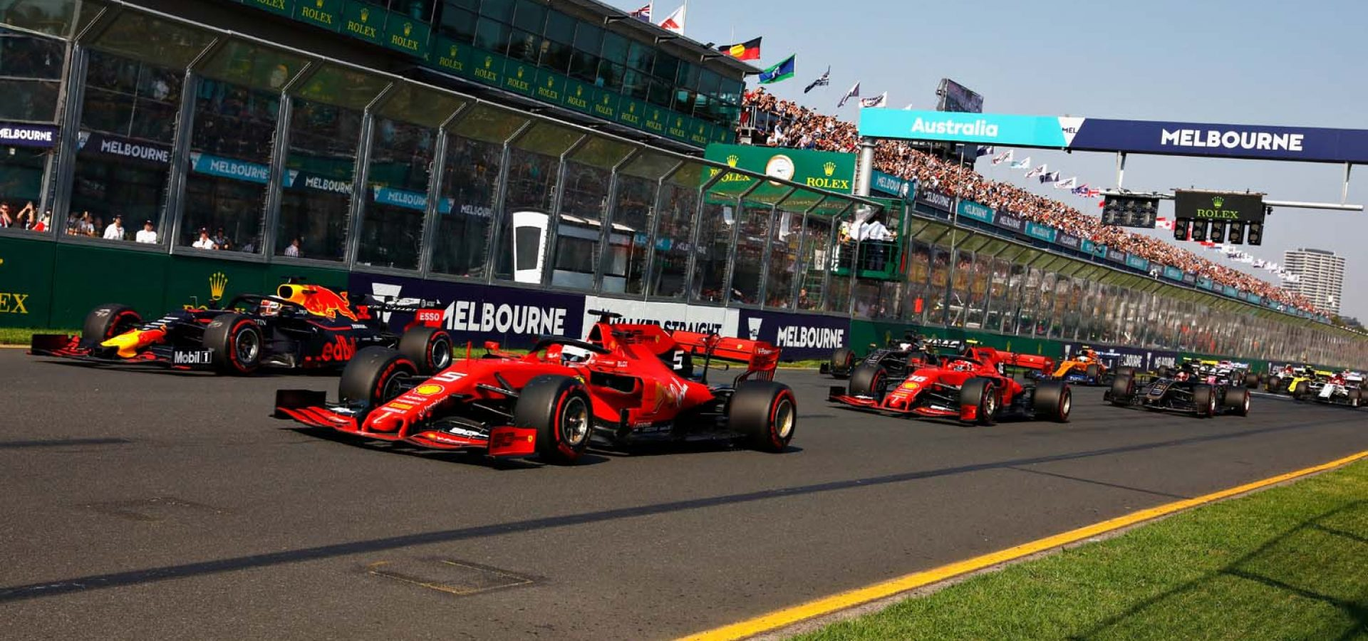 MELBOURNE, AUSTRALIA - MARCH 17: Sebastian Vettel of Germany driving the (5) Scuderia Ferrari SF90 battles with Max Verstappen of the Netherlands driving the (33) Aston Martin Red Bull Racing RB15 at the start during the F1 Grand Prix of Australia at Melbourne Grand Prix Circuit on March 17, 2019 in Melbourne, Australia.  (Photo by Will Taylor-Medhurst/Getty Images) // Getty Images / Red Bull Content Pool  // AP-1YRC96EYW1W11 // Usage for editorial use only // Please go to www.redbullcontentpool.com for further information. //
