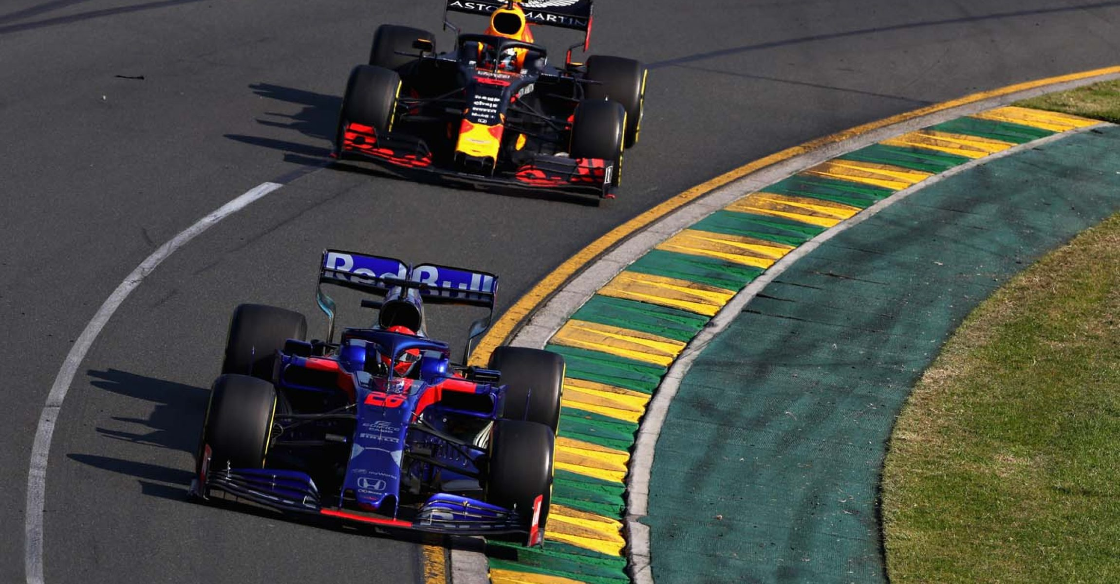 MELBOURNE, AUSTRALIA - MARCH 17: Daniil Kvyat driving the (26) Scuderia Toro Rosso STR14 Honda leads Pierre Gasly of France driving the (10) Aston Martin Red Bull Racing RB15 on track during the F1 Grand Prix of Australia at Melbourne Grand Prix Circuit on March 17, 2019 in Melbourne, Australia. (Photo by Mark Thompson/Getty Images) // Getty Images / Red Bull Content Pool // AP-1YRC7C7P11W11 // Usage for editorial use only // Please go to www.redbullcontentpool.com for further information. //