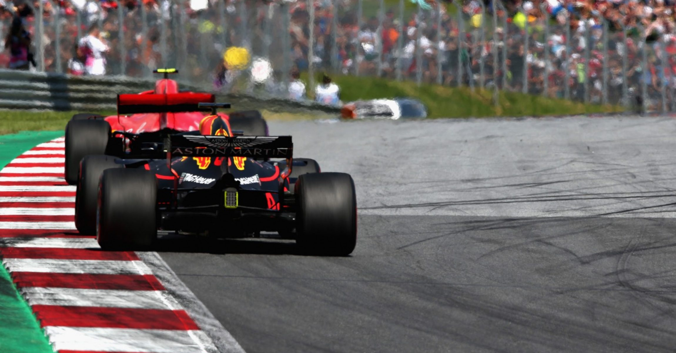 SPIELBERG, AUSTRIA - JULY 01: Daniel Ricciardo of Australia driving the (3) Aston Martin Red Bull Racing RB14 TAG Heuer on track during the Formula One Grand Prix of Austria at Red Bull Ring on July 1, 2018 in Spielberg, Austria. (Photo by Charles Coates/Getty Images)