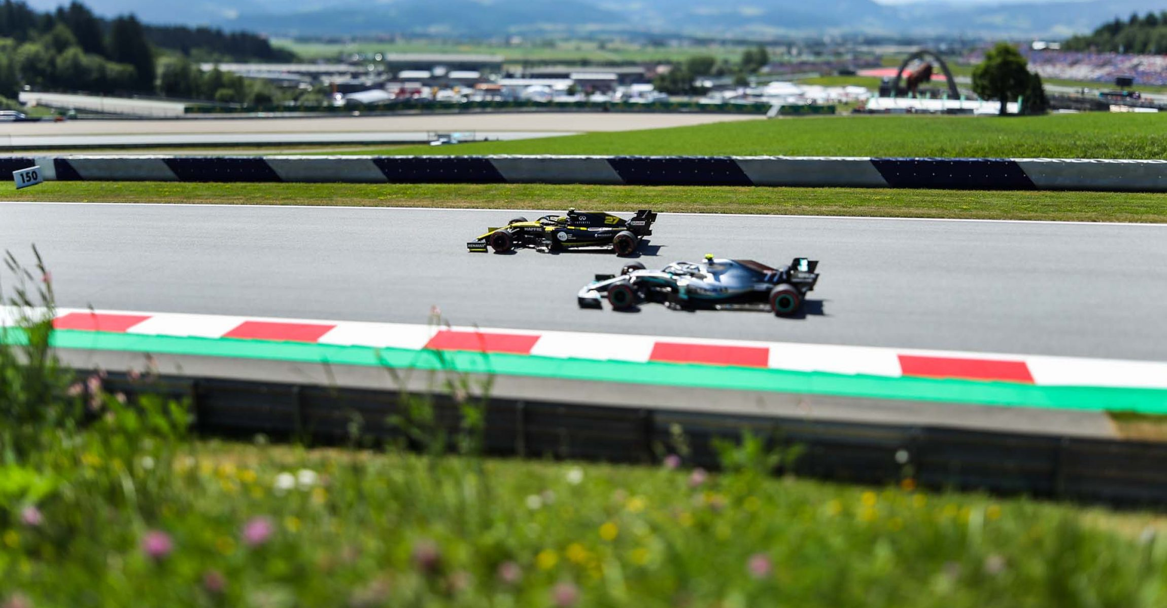 SPIELBERG,AUSTRIA,28.JUN.19 - MOTORSPORTS, FORMULA 1 - Grand Prix of Austria, Red Bull Ring, free practice. Image shows Nico Huelkenberg (GER/ Renault) and Valtteri Bottas (FIN/ Mercedes). Photo: GEPA pictures/ Daniel Goetzhaber // GEPA pictures/Red Bull Content Pool // AP-1ZSN4H9GW1W11 // Usage for editorial use only // Please go to www.redbullcontentpool.com for further information. //