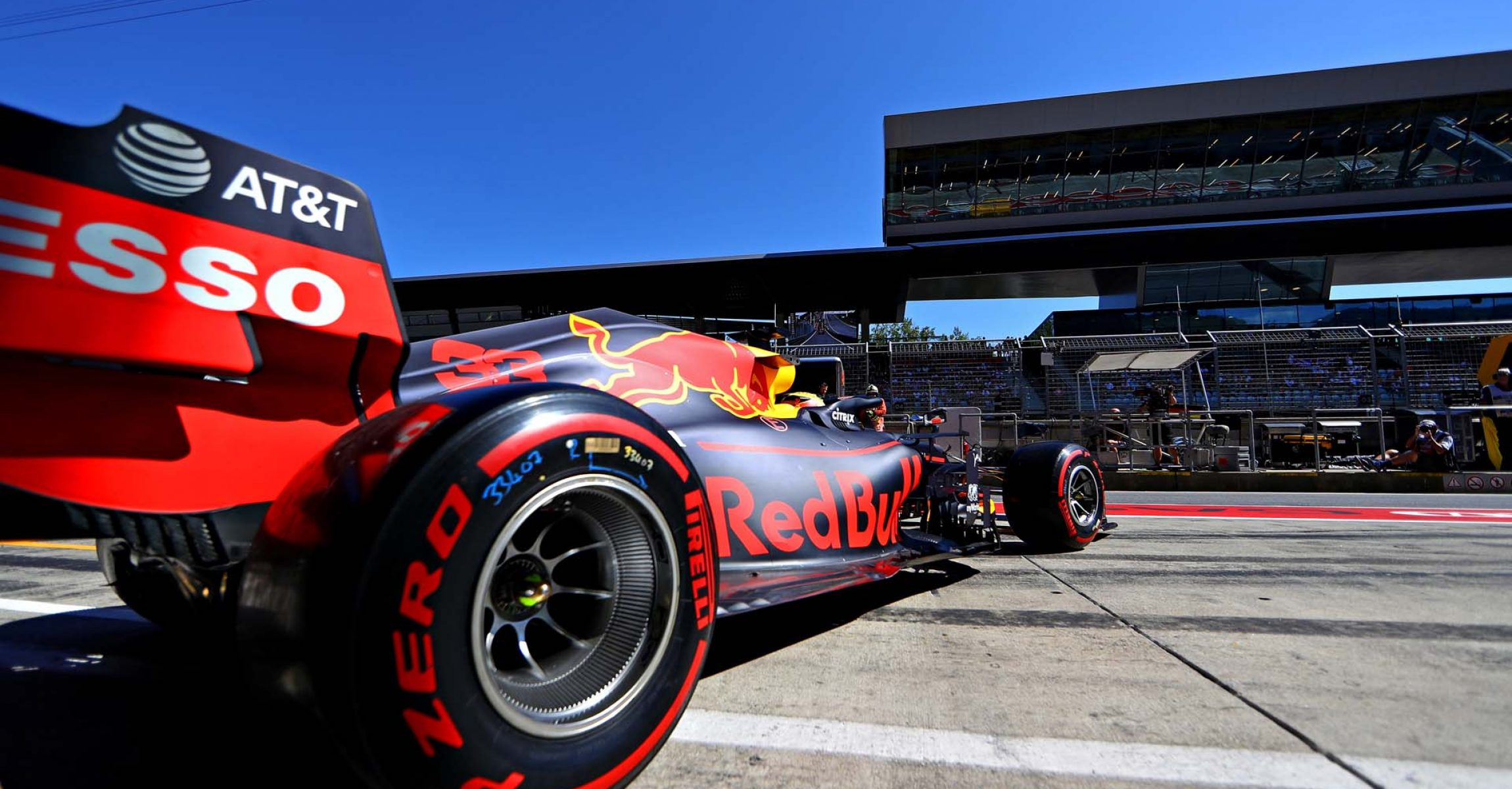 SPIELBERG, AUSTRIA - JUNE 29: Max Verstappen of the Netherlands driving the (33) Aston Martin Red Bull Racing RB15 leaves the garage during qualifying for the F1 Grand Prix of Austria at Red Bull Ring on June 29, 2019 in Spielberg, Austria. (Photo by Mark Thompson/Getty Images) // Getty Images / Red Bull Content Pool // AP-1ZSYBYMZW1W11 // Usage for editorial use only // Please go to www.redbullcontentpool.com for further information. //