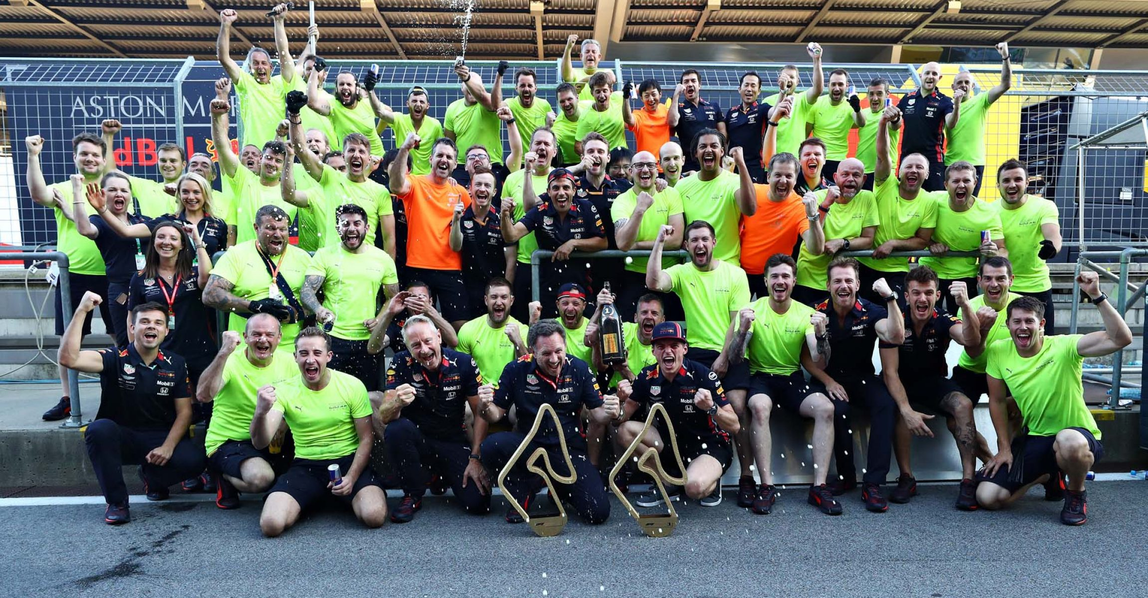 SPIELBERG, AUSTRIA - JUNE 30: Race winner Max Verstappen of Netherlands and Red Bull Racing and the Red Bull Racing team celebrate after the F1 Grand Prix of Austria at Red Bull Ring on June 30, 2019 in Spielberg, Austria. (Photo by Mark Thompson/Getty Images) // Getty Images / Red Bull Content Pool // AP-1ZTB2VFJ52111 // Usage for editorial use only // Please go to www.redbullcontentpool.com for further information. //