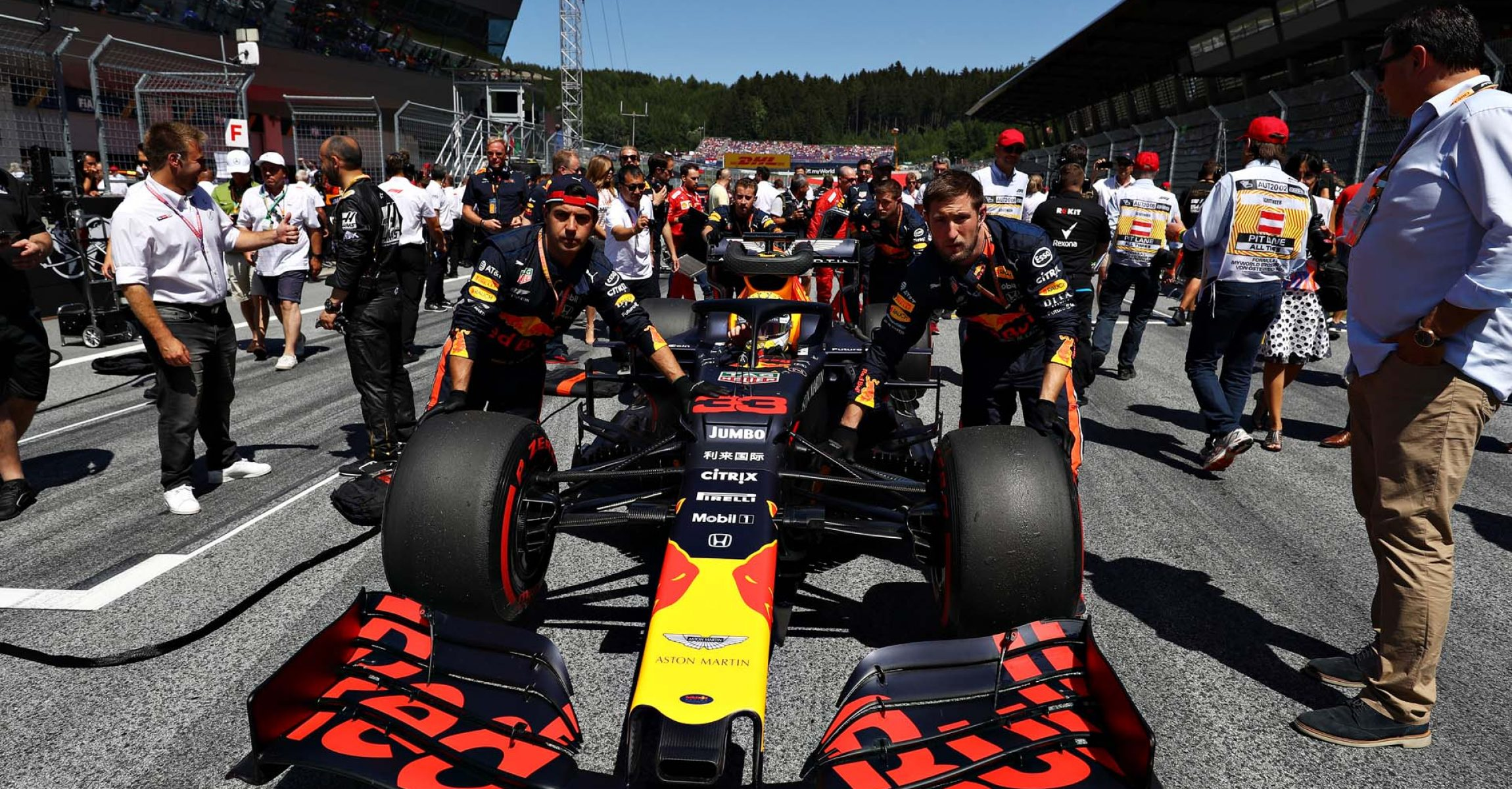 SPIELBERG, AUSTRIA - JUNE 30: Max Verstappen of Netherlands and Red Bull Racing is pushed onto the grid before the F1 Grand Prix of Austria at Red Bull Ring on June 30, 2019 in Spielberg, Austria. (Photo by Mark Thompson/Getty Images) // Getty Images / Red Bull Content Pool // AP-1ZTB3BZ1S1W11 // Usage for editorial use only // Please go to www.redbullcontentpool.com for further information. //