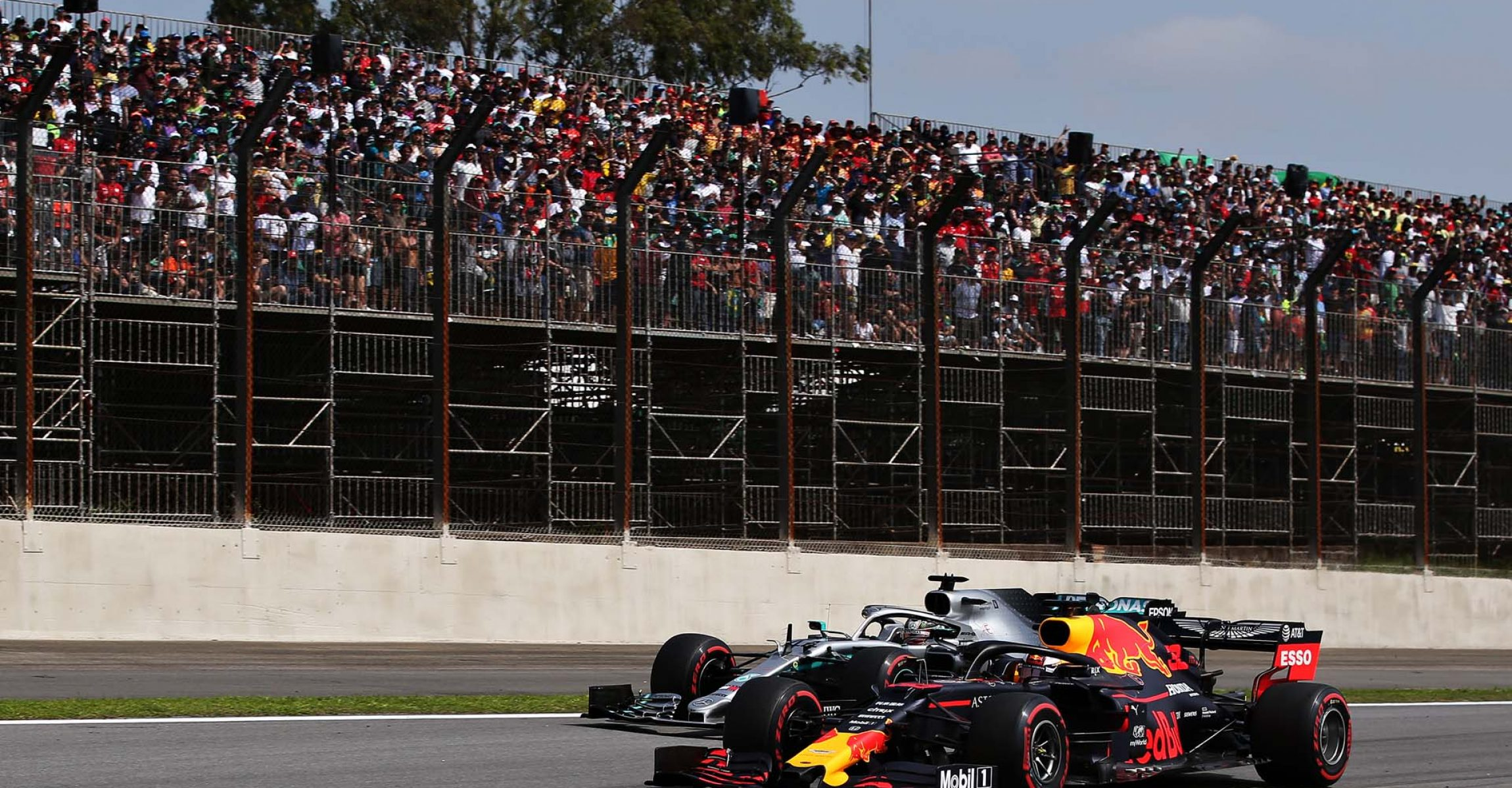 SAO PAULO, BRAZIL - NOVEMBER 17: Max Verstappen of the Netherlands driving the (33) Aston Martin Red Bull Racing RB15 leads Lewis Hamilton of Great Britain driving the (44) Mercedes AMG Petronas F1 Team Mercedes W10 on track during the F1 Grand Prix of Brazil at Autodromo Jose Carlos Pace on November 17, 2019 in Sao Paulo, Brazil. (Photo by Charles Coates/Getty Images) // Getty Images / Red Bull Content Pool // AP-227D2TTXS1W11 // Usage for editorial use only //