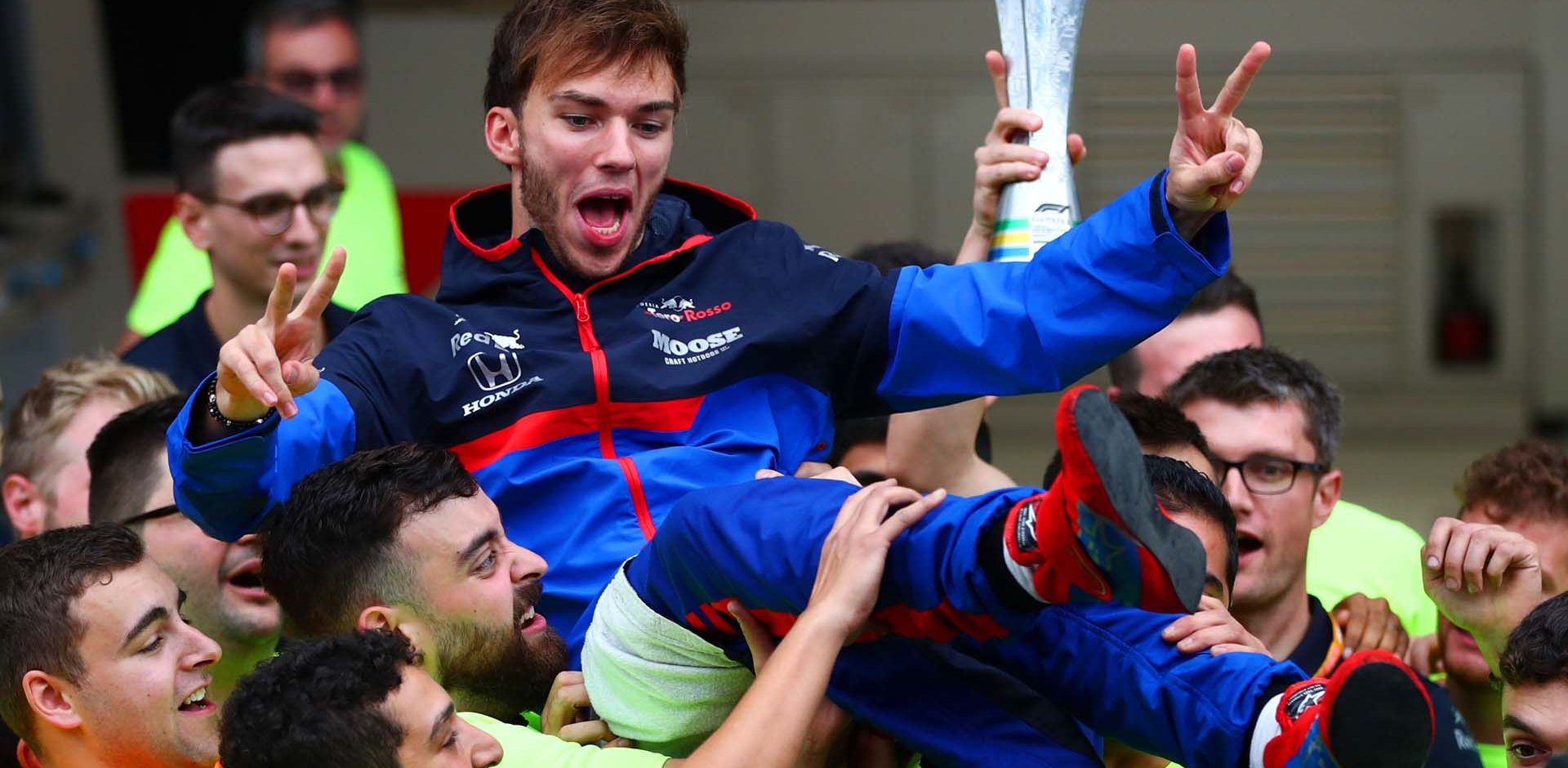 SAO PAULO, BRAZIL - NOVEMBER 17: Second placed Pierre Gasly of France and Scuderia Toro Rosso celebrates with his team after the F1 Grand Prix of Brazil at Autodromo Jose Carlos Pace on November 17, 2019 in Sao Paulo, Brazil. (Photo by Dan Istitene/Getty Images) // Getty Images / Red Bull Content Pool  // AP-227E49VTN2111 // Usage for editorial use only //