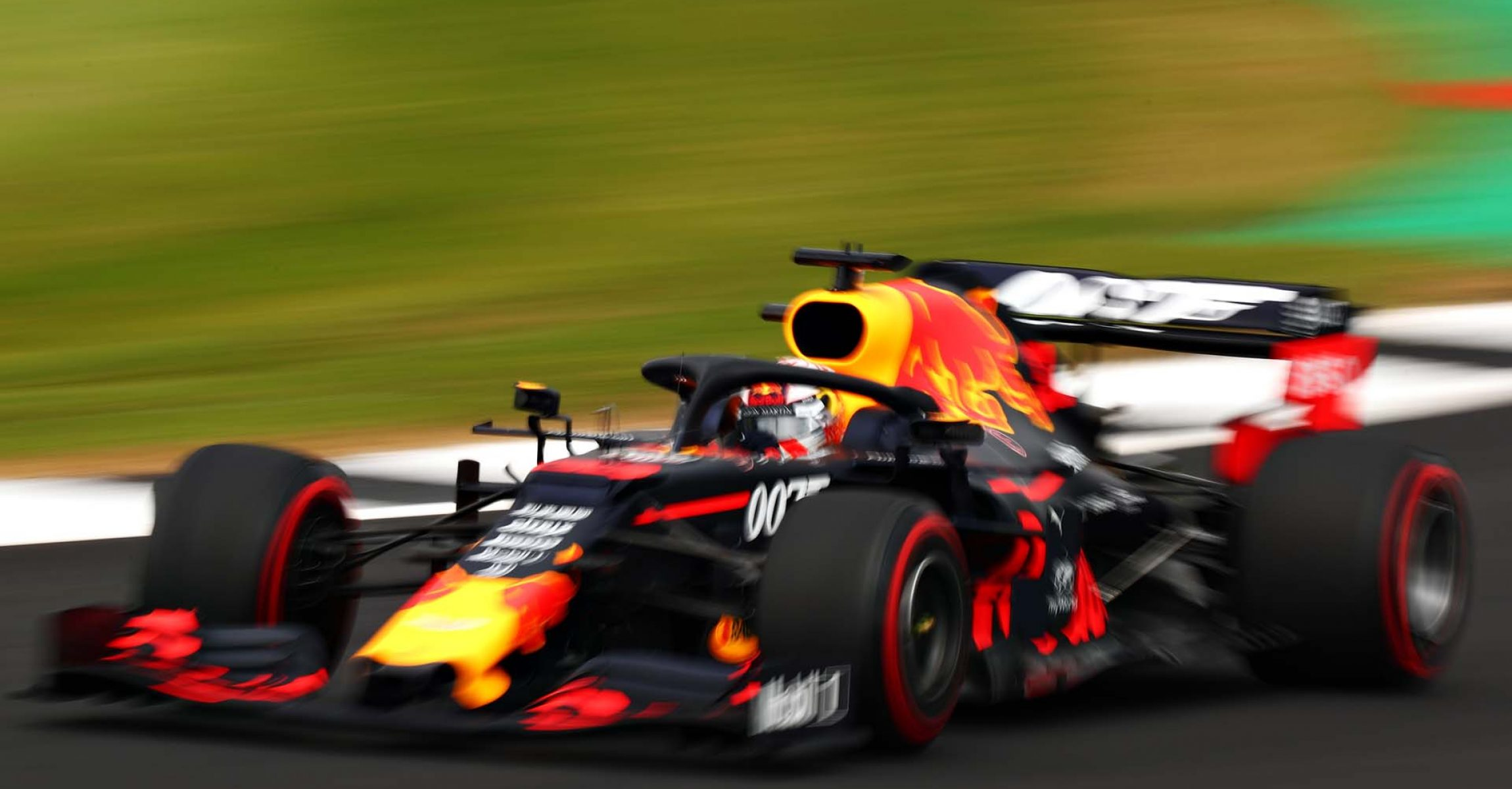 NORTHAMPTON, ENGLAND - JULY 13: Max Verstappen of the Netherlands driving the (33) Aston Martin Red Bull Racing RB15 on track during qualifying for the F1 Grand Prix of Great Britain at Silverstone on July 13, 2019 in Northampton, England. (Photo by Dan Istitene/Getty Images) // Getty Images / Red Bull Content Pool // AP-1ZXEXZSSS2111 // Usage for editorial use only // Please go to www.redbullcontentpool.com for further information. //