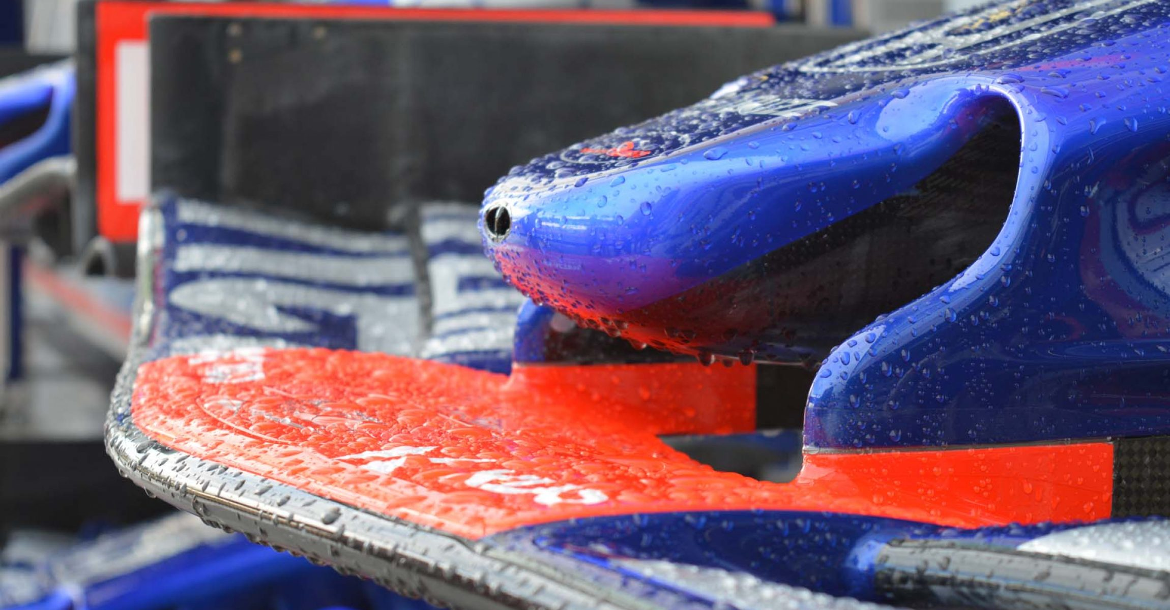 Toro Rosso front wing in wet
