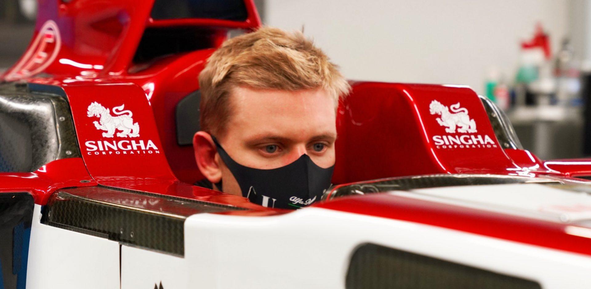 Mick Schumacher, seat fit, Alfa Romeo, Hinwil HQ