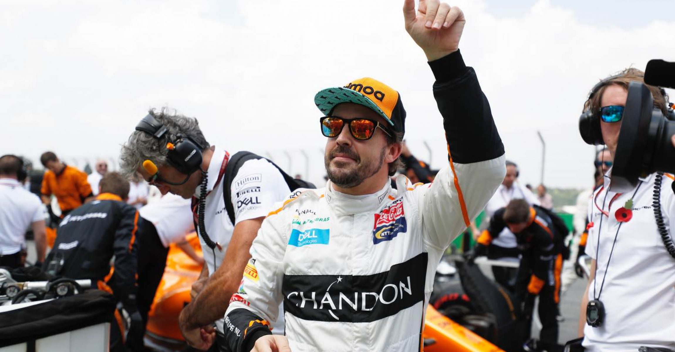 Interlagos, Sao Paulo, Brazil Sunday 11 November 2018. Fernando Alonso, McLaren, waves to fans on the grid. Photo: Steven Tee/McLaren ref: Digital Image _2ST7317