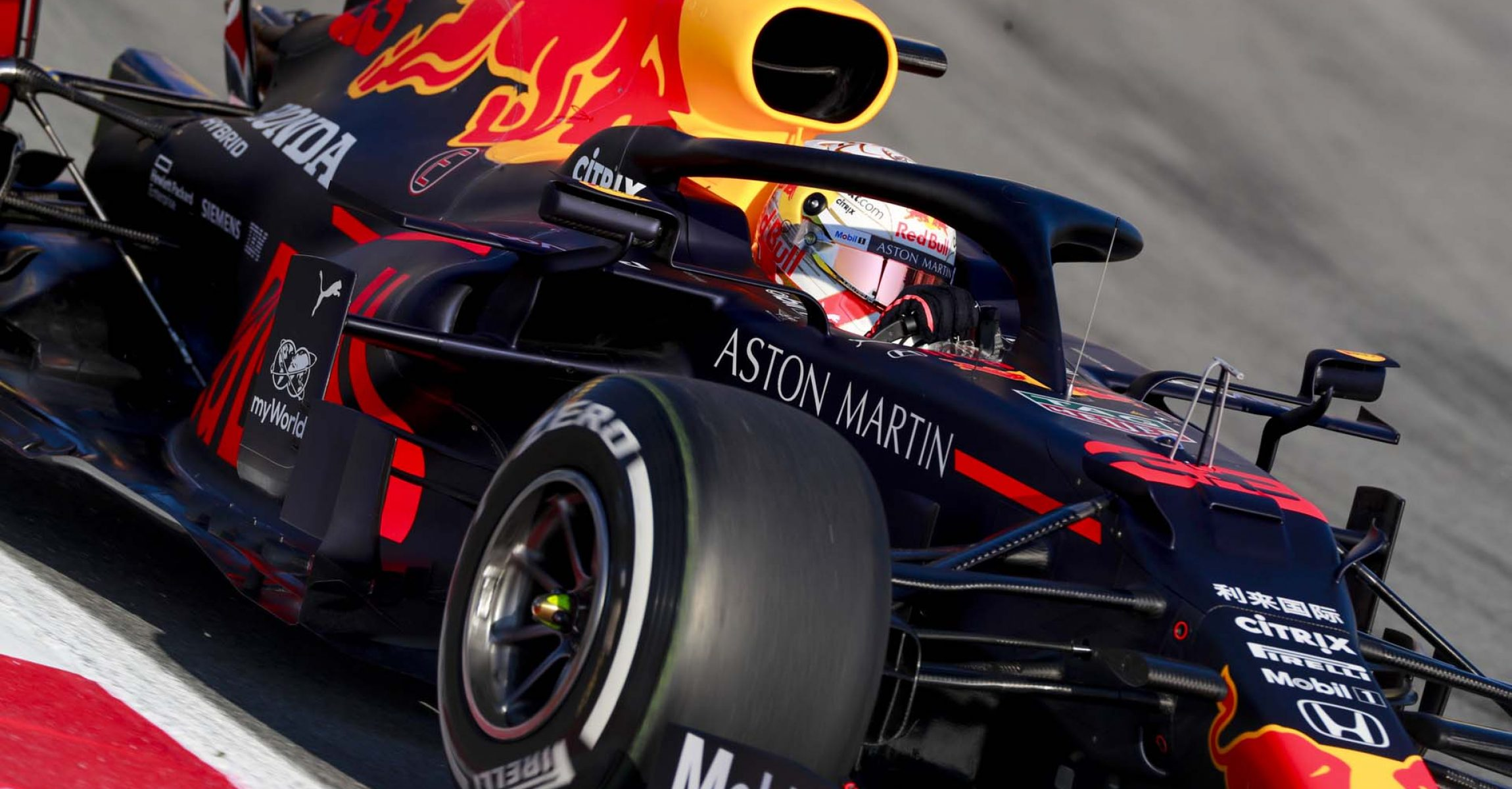 CIRCUIT DE BARCELONA-CATALUNYA, SPAIN - FEBRUARY 19: Max Verstappen, Red Bull Racing during the Barcelona February testing I at Circuit de Barcelona-Catalunya on February 19, 2020 in Circuit de Barcelona-Catalunya, Spain. (Photo by Steven Tee / LAT Images)