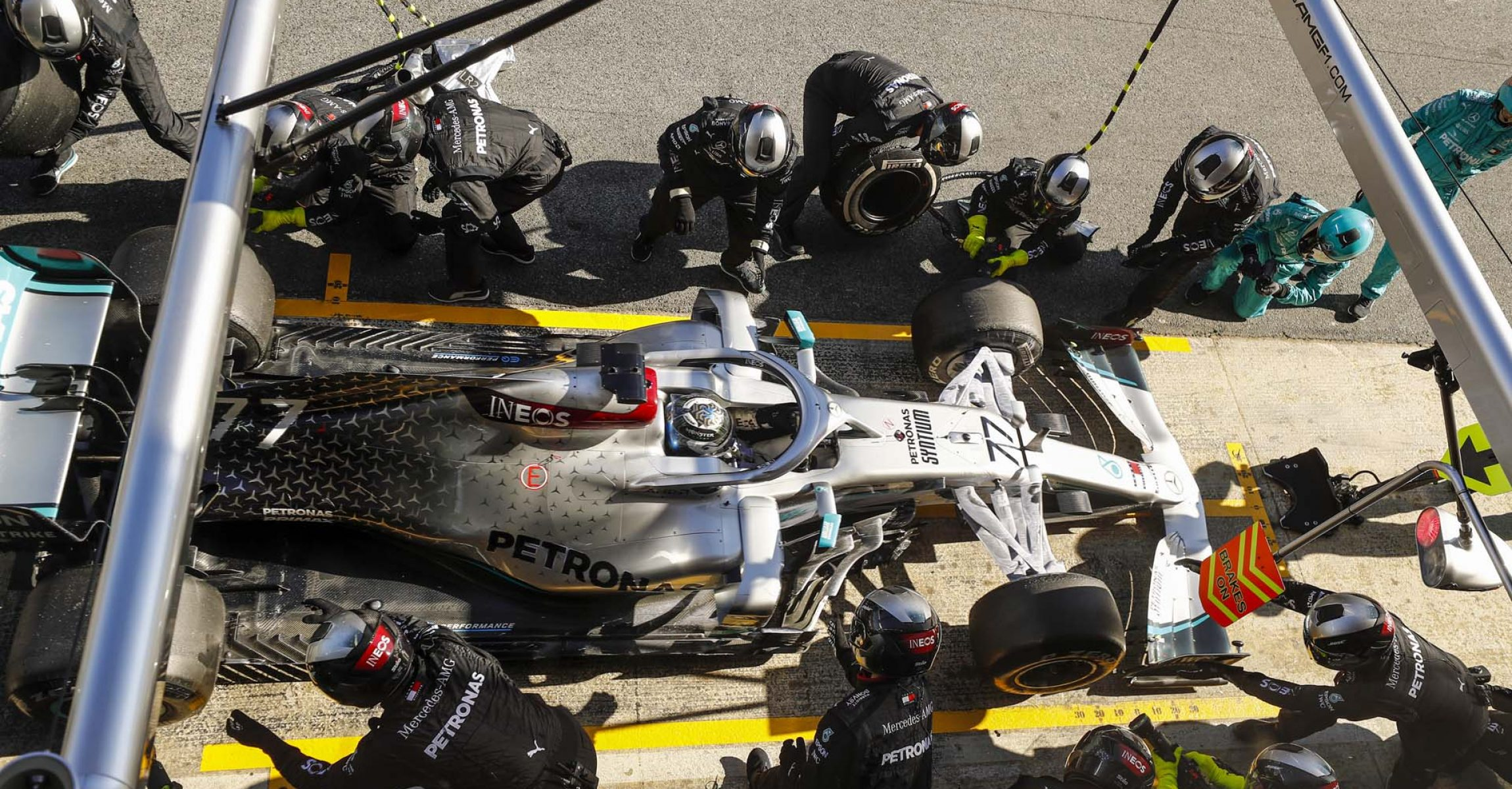 CIRCUIT DE BARCELONA-CATALUNYA, SPAIN - FEBRUARY 20: Valtteri Bottas, Mercedes F1 W11 EQ Power+, pit stop during the Barcelona February testing I at Circuit de Barcelona-Catalunya on February 20, 2020 in Circuit de Barcelona-Catalunya, Spain. (Photo by Glenn Dunbar / LAT Images)