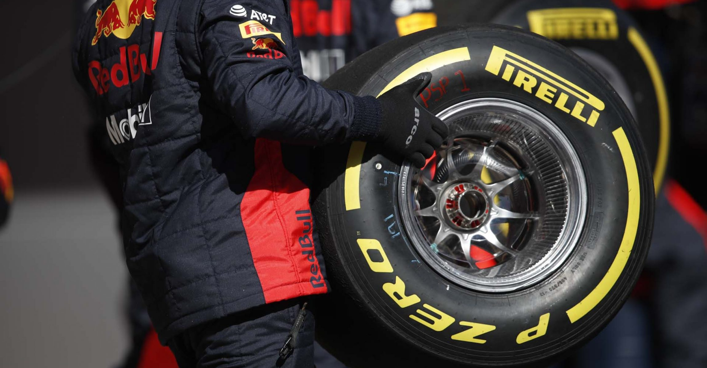 CIRCUIT DE BARCELONA-CATALUNYA, SPAIN - FEBRUARY 26: Alexander Albon, Red Bull Racing comes in for a pit stop during the Barcelona February testing II at Circuit de Barcelona-Catalunya on February 26, 2020 in Circuit de Barcelona-Catalunya, Spain. (Photo by Zak Mauger / LAT Images)