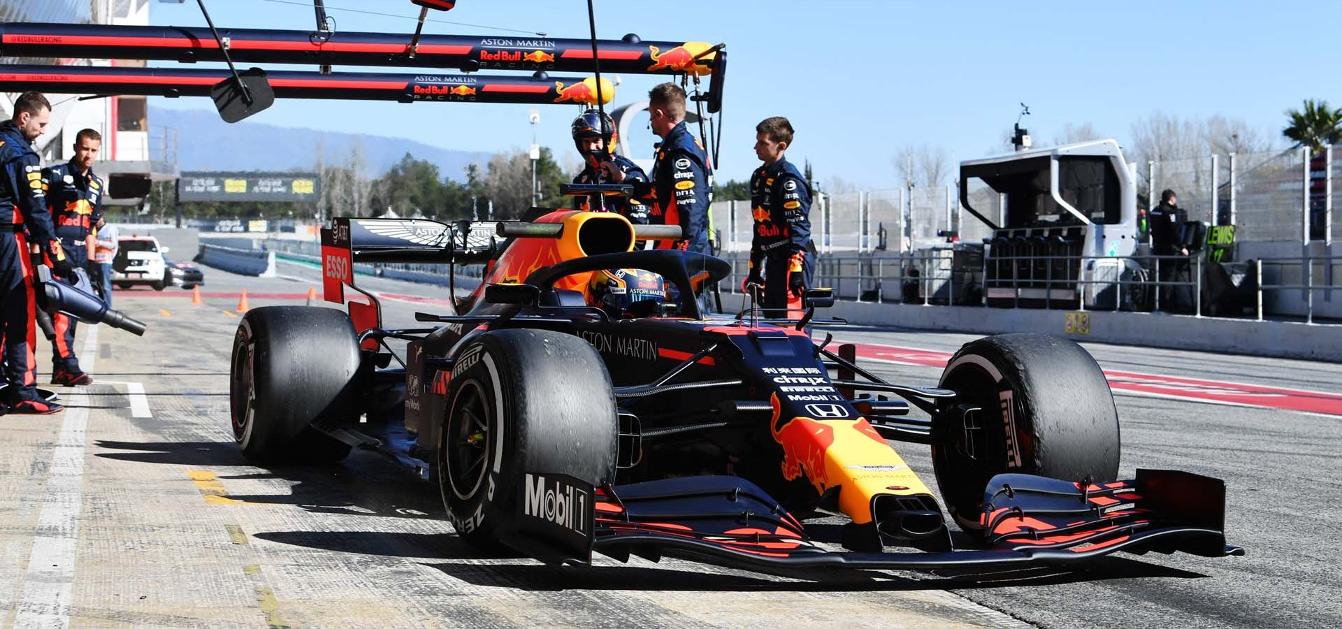 CIRCUIT DE BARCELONA-CATALUNYA, SPAIN - FEBRUARY 26: Max Verstappen, Red Bull Racing during the Barcelona February testing II at Circuit de Barcelona-Catalunya on February 26, 2020 in Circuit de Barcelona-Catalunya, Spain. (Photo by Mark Sutton / LAT Images)