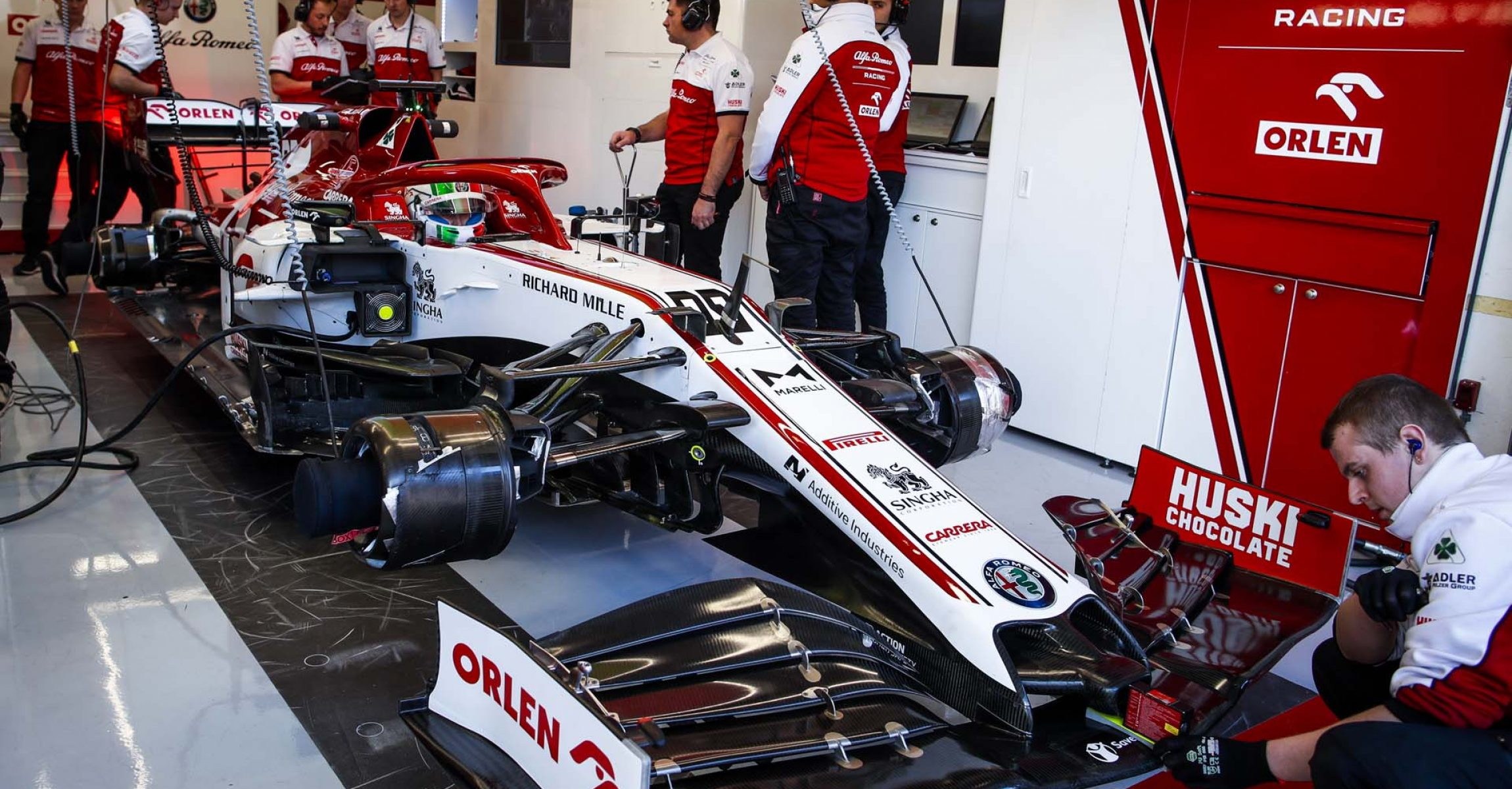 GIOVINAZZI Antonio (ita), Alfa Romeo Racing C39, garage, box, during the second session of the Formula 1 Pre-season testing 2020 from February 26 to 28, 2020 on the Circuit de Barcelona-Catalunya, in Montmelo, Barcelona, Spain - Photo Florent Gooden / DPPI