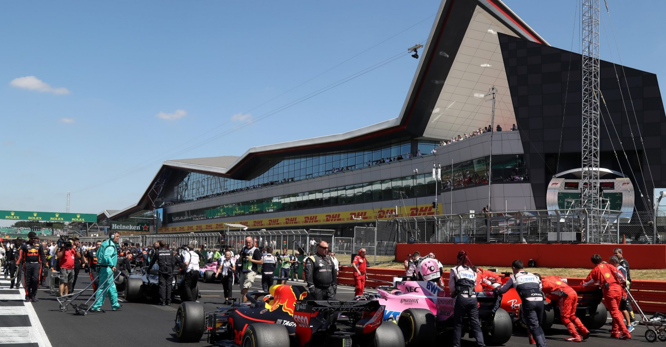 RACE, Silverstone, cars on grid