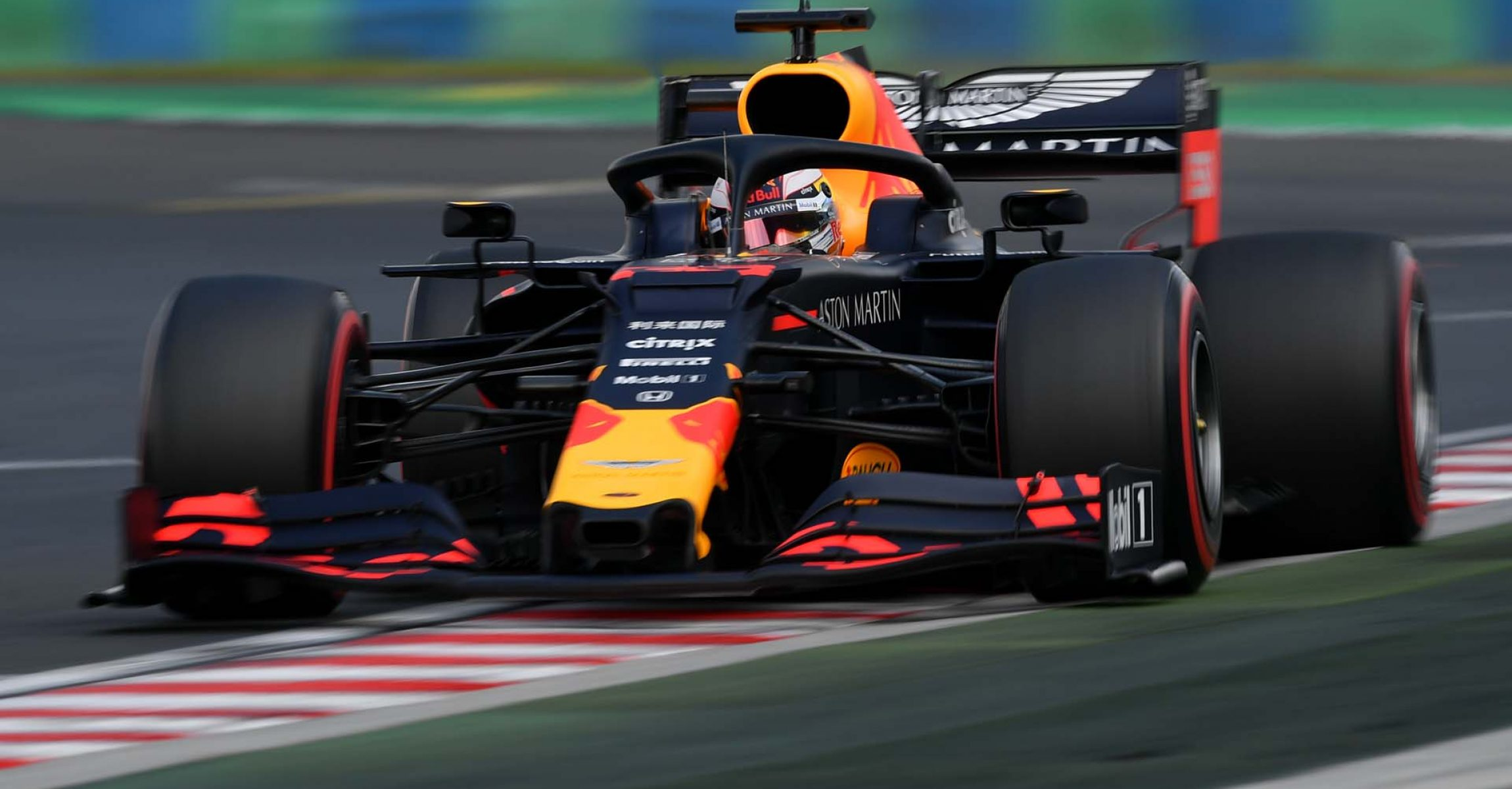 BUDAPEST, HUNGARY - AUGUST 03: Max Verstappen of the Netherlands driving the (33) Aston Martin Red Bull Racing RB15 on track during qualifying for the F1 Grand Prix of Hungary at Hungaroring on August 03, 2019 in Budapest, Hungary. (Photo by Dan Mullan/Getty Images) // Getty Images / Red Bull Content Pool  // AP-2157RVB8W2111 // Usage for editorial use only // Please go to www.redbullcontentpool.com for further information. //