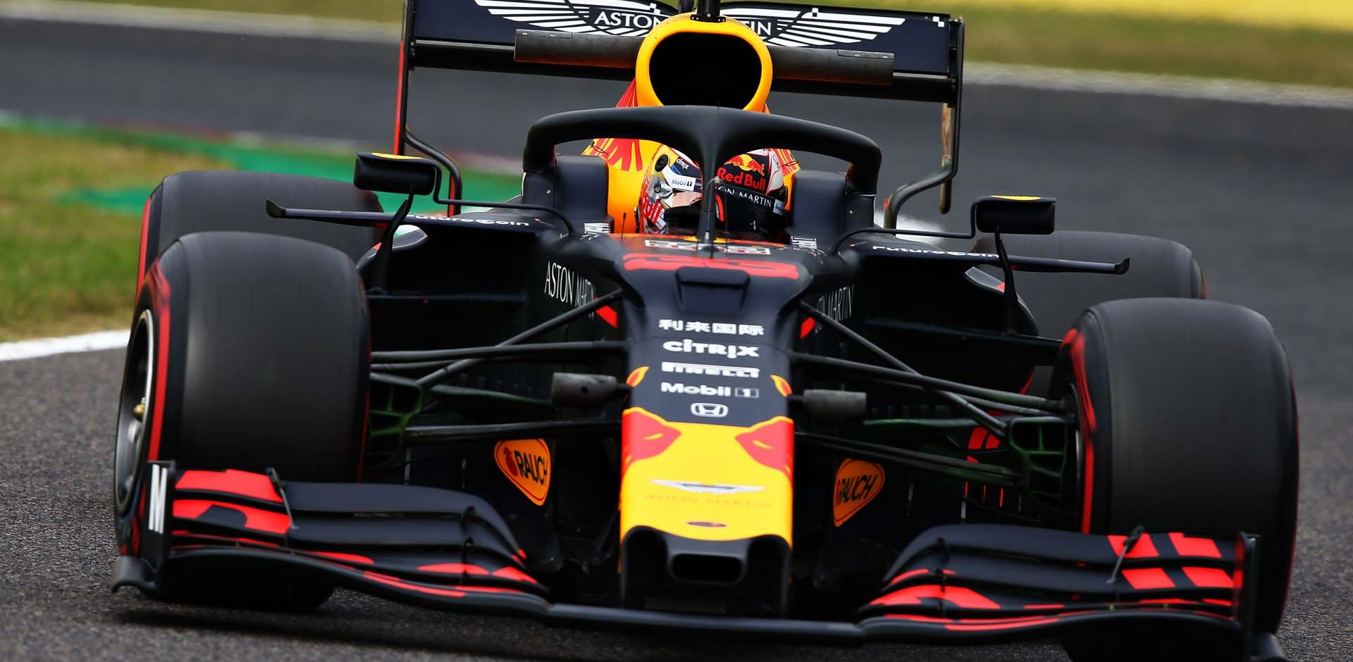 SUZUKA, JAPAN - OCTOBER 11: Max Verstappen of the Netherlands driving the (33) Aston Martin Red Bull Racing RB15 on track during practice for the F1 Grand Prix of Japan at Suzuka Circuit on October 11, 2019 in Suzuka, Japan. (Photo by Charles Coates/Getty Images) // Getty Images / Red Bull Content Pool  // AP-21U9495UD1W11 // Usage for editorial use only //