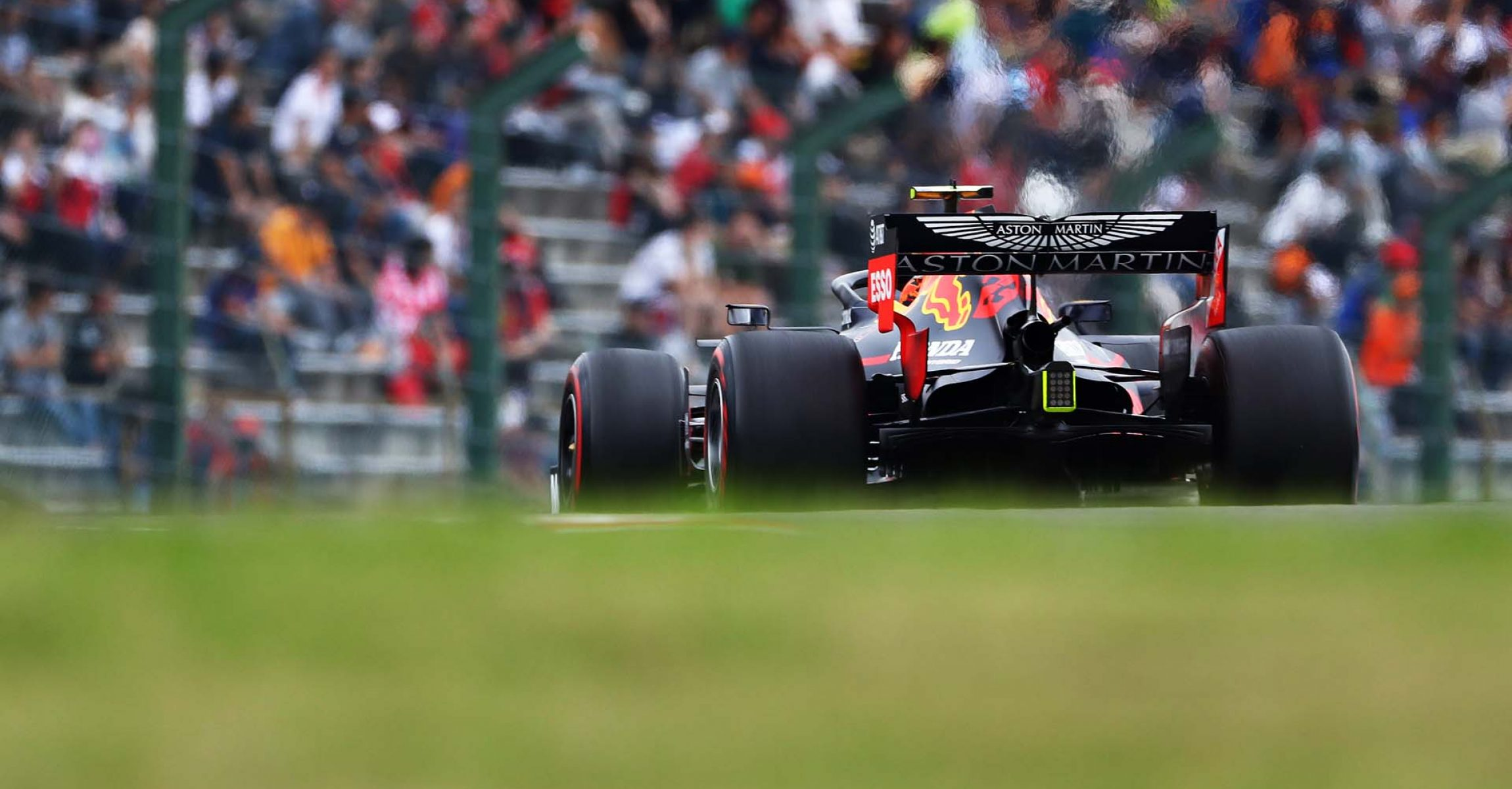SUZUKA, JAPAN - OCTOBER 11: Alexander Albon of Thailand driving the (23) Aston Martin Red Bull Racing RB15 on track during practice for the F1 Grand Prix of Japan at Suzuka Circuit on October 11, 2019 in Suzuka, Japan. (Photo by Mark Thompson/Getty Images) // Getty Images / Red Bull Content Pool // AP-21UAYSGCW1W11 // Usage for editorial use only //
