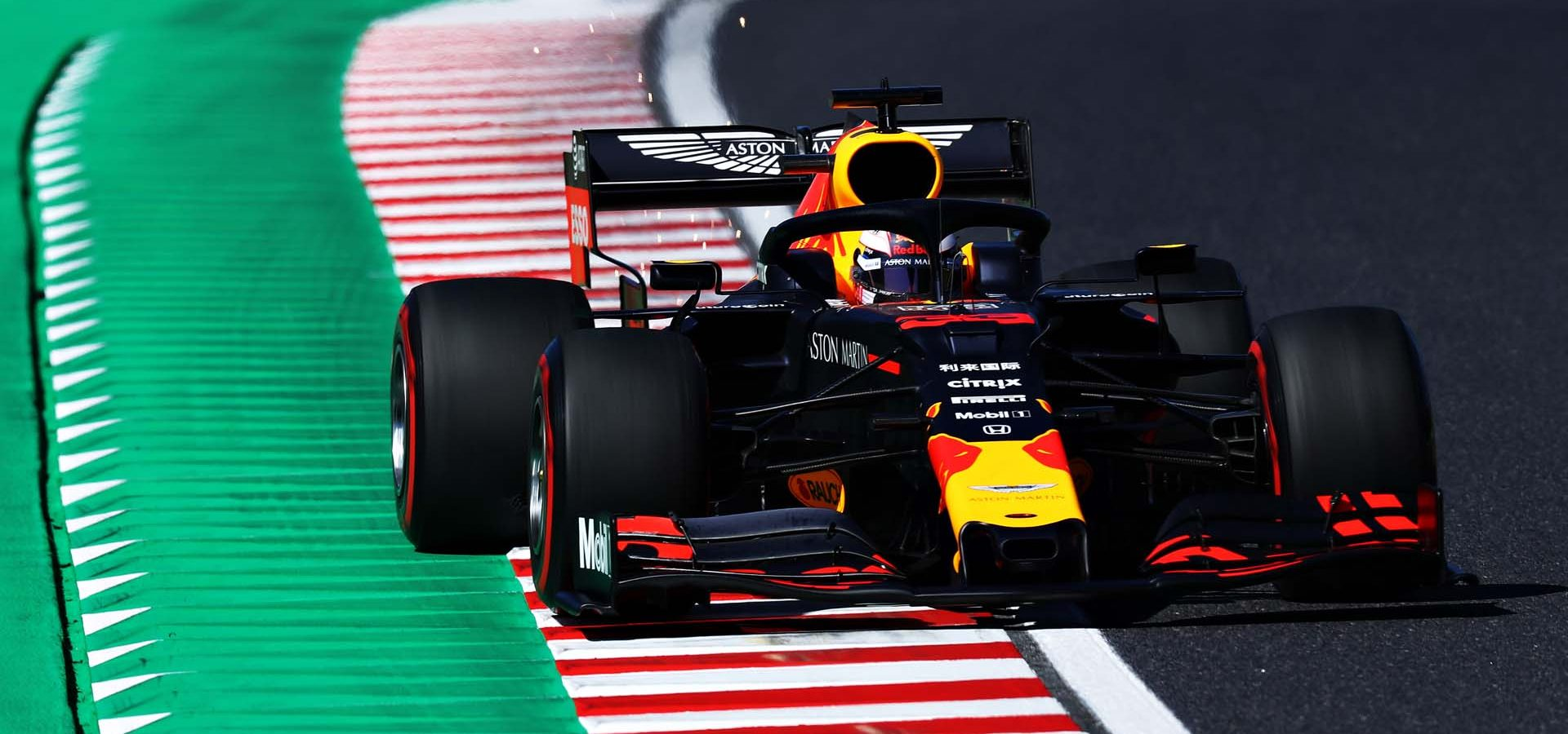 SUZUKA, JAPAN - OCTOBER 13: Max Verstappen of the Netherlands driving the (33) Aston Martin Red Bull Racing RB15 on track during qualifying for the F1 Grand Prix of Japan at Suzuka Circuit on October 13, 2019 in Suzuka, Japan. (Photo by Mark Thompson/Getty Images) // Getty Images / Red Bull Content Pool  // AP-21UXYQZV91W11 // Usage for editorial use only //