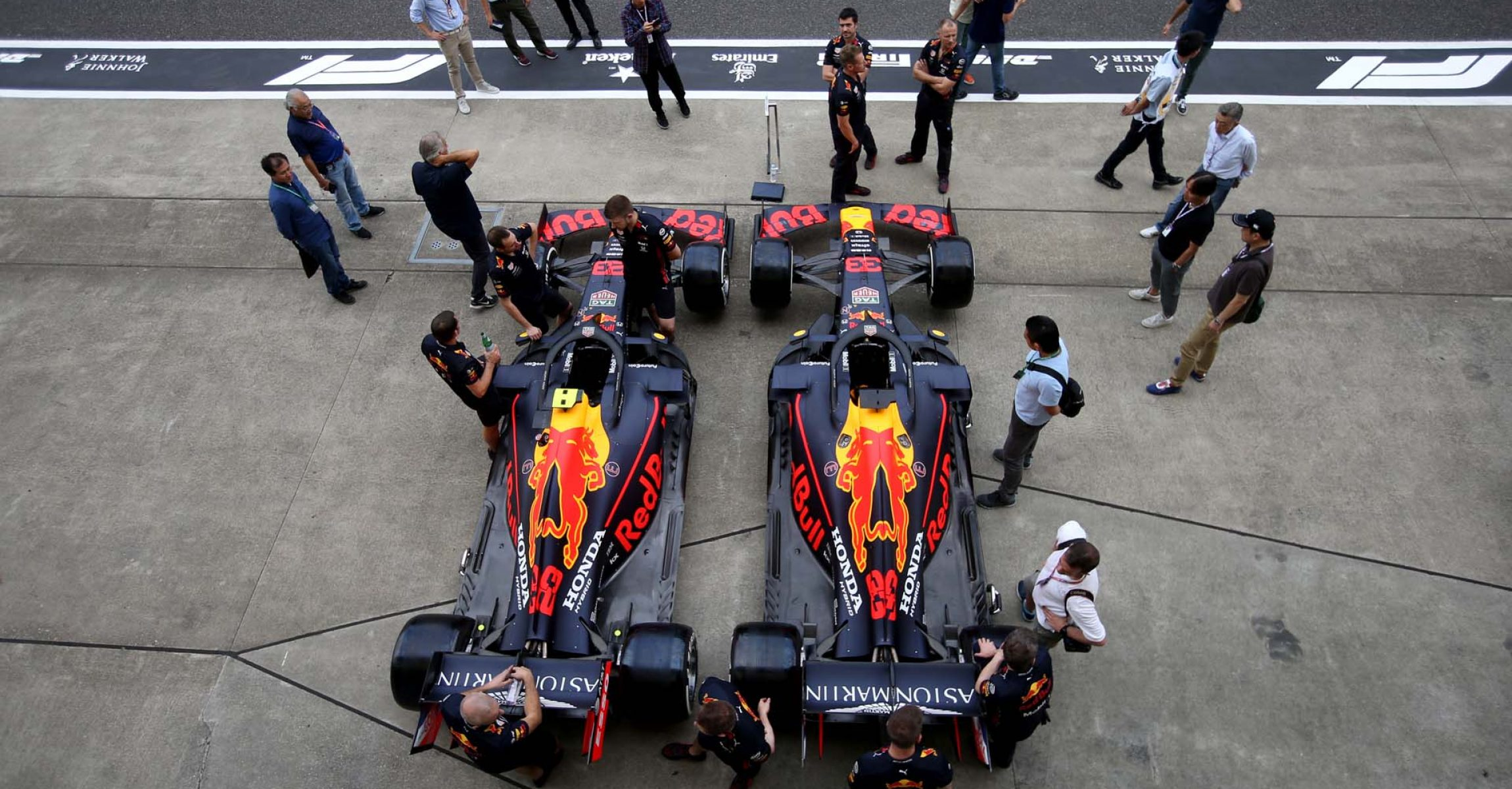 SUZUKA, JAPAN - OCTOBER 10: The cars of Max Verstappen of Netherlands and Red Bull Racing and Alexander Albon of Thailand and Red Bull Racing are seen parked next to each other in the Pitlane during previews ahead of the F1 Grand Prix of Japan at Suzuka Circuit on October 10, 2019 in Suzuka, Japan. (Photo by Charles Coates/Getty Images) // Getty Images / Red Bull Content Pool  // AP-21U1Q54C11W11 // Usage for editorial use only //