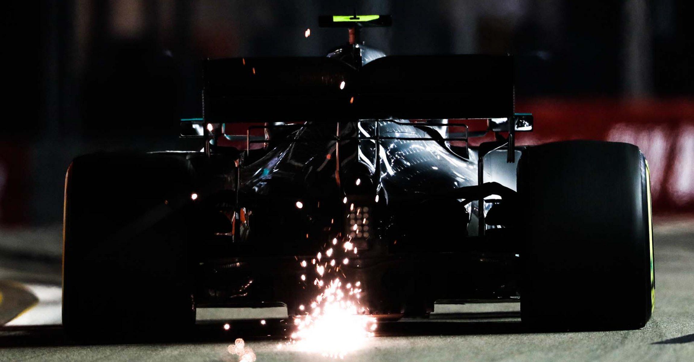 2019 Singapore Grand Prix, Friday - LAT Images Valtteri Bottas Mercedes spark