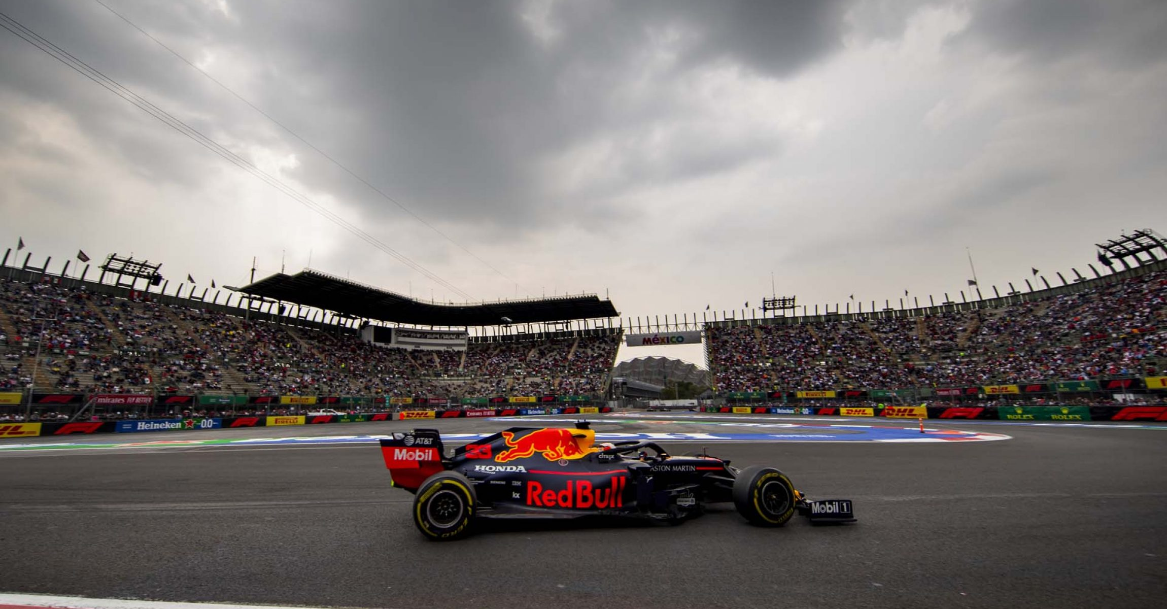 MEXICO CITY, MEXICO - OCTOBER 25: Max Verstappen of the Netherlands driving the (33) Aston Martin Red Bull Racing RB15 on track during practice for the F1 Grand Prix of Mexico at Autodromo Hermanos Rodriguez on October 25, 2019 in Mexico City, Mexico. (Photo by Mark Thompson/Getty Images) // Getty Images / Red Bull Content Pool  // AP-21Z2CR8TH1W11 // Usage for editorial use only //