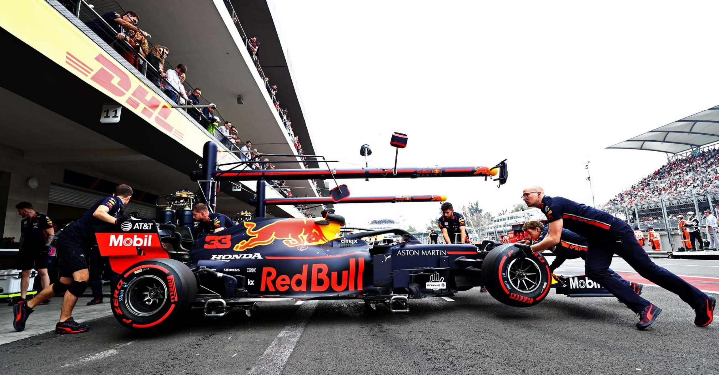 MEXICO CITY, MEXICO - OCTOBER 26: Max Verstappen of the Netherlands driving the (33) Aston Martin Red Bull Racing RB15 is pushed back into the garage during qualifying for the F1 Grand Prix of Mexico at Autodromo Hermanos Rodriguez on October 26, 2019 in Mexico City, Mexico. (Photo by Mark Thompson/Getty Images) // Getty Images / Red Bull Content Pool  // AP-21ZBGT2U12111 // Usage for editorial use only //