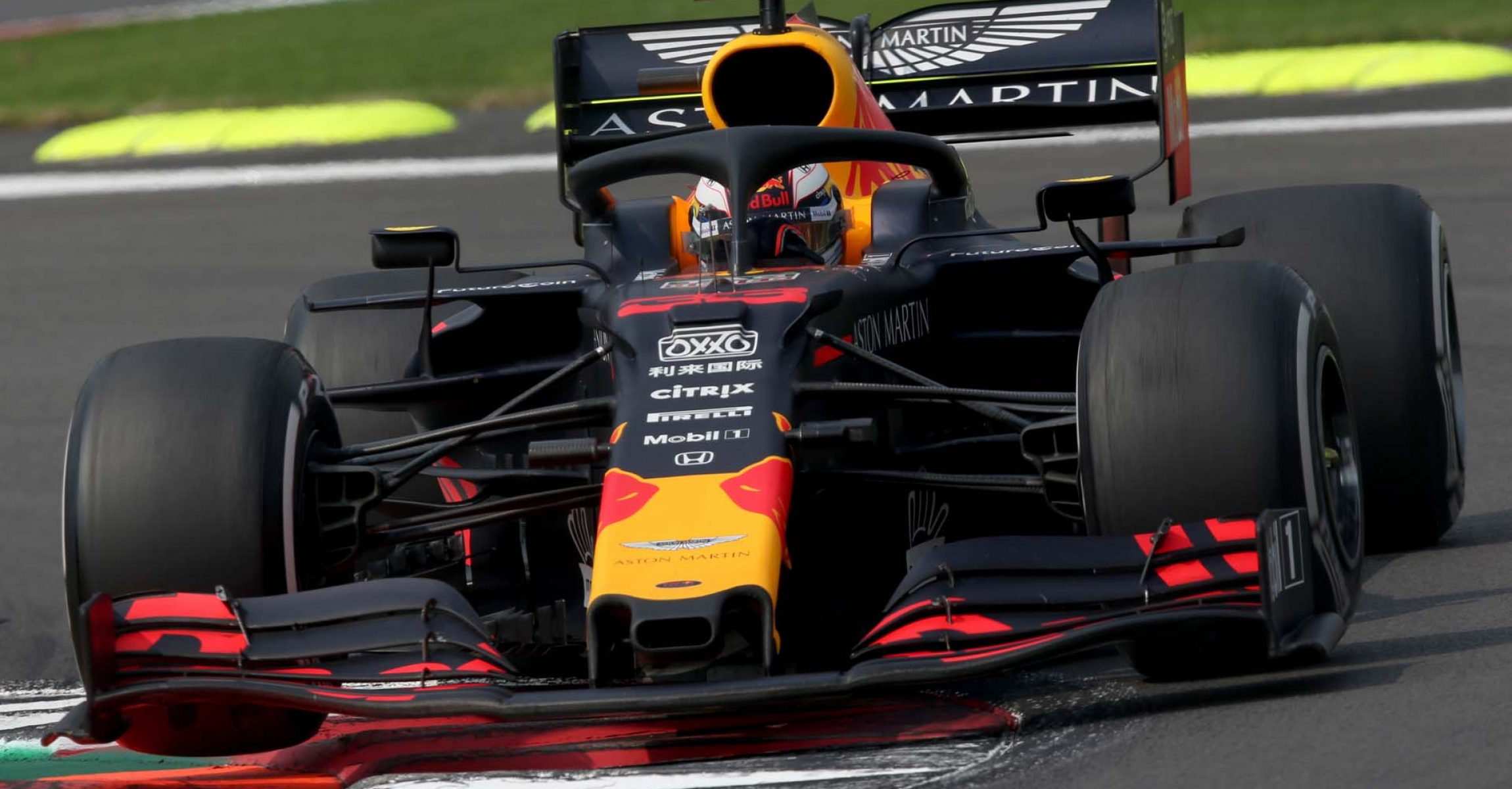 MEXICO CITY, MEXICO - OCTOBER 27: Max Verstappen of the Netherlands driving the (33) Aston Martin Red Bull Racing RB15 on track during the F1 Grand Prix of Mexico at Autodromo Hermanos Rodriguez on October 27, 2019 in Mexico City, Mexico. (Photo by Charles Coates/Getty Images) // Getty Images / Red Bull Content Pool  // AP-21ZQFYB251W11 // Usage for editorial use only //
