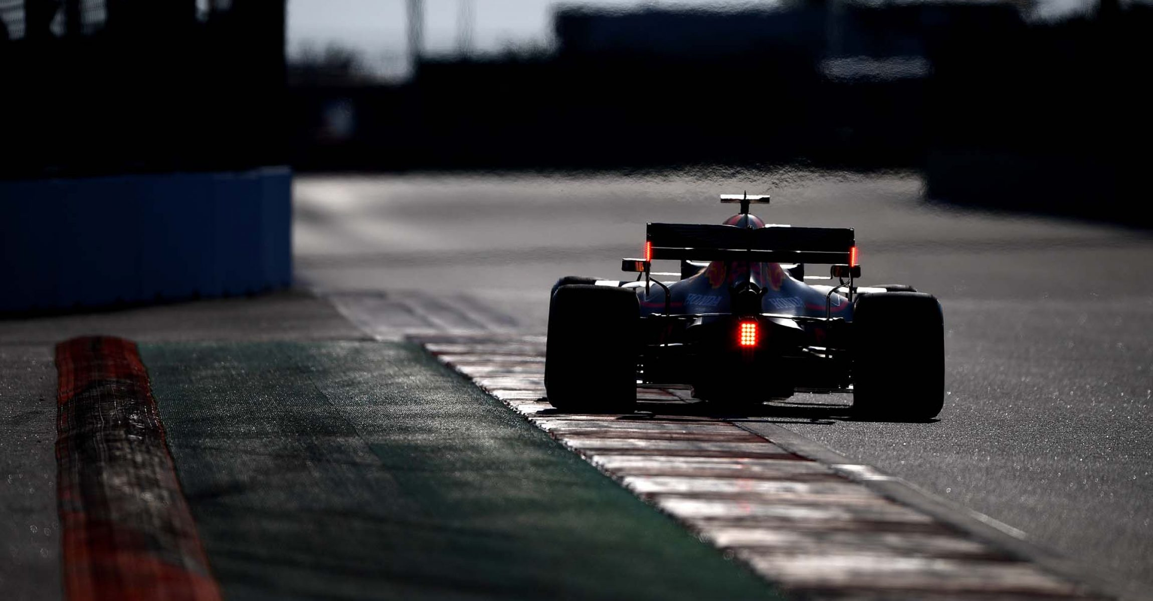 SOCHI, RUSSIA - SEPTEMBER 28: Max Verstappen of the Netherlands driving the (33) Aston Martin Red Bull Racing RB15 on track during qualifying for the F1 Grand Prix of Russia at Sochi Autodrom on September 28, 2019 in Sochi, Russia. (Photo by Clive Mason/Getty Images) // Getty Images / Red Bull Content Pool  // AP-21Q852J712111 // Usage for editorial use only //