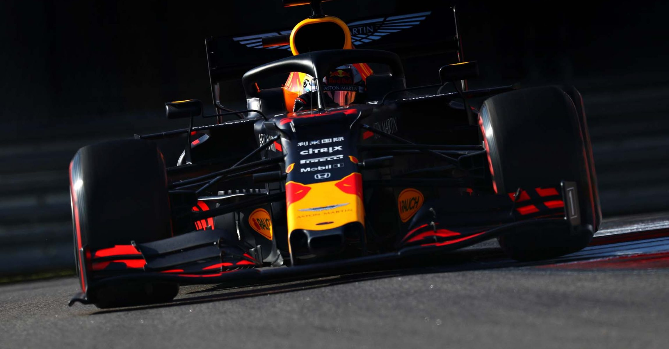 SOCHI, RUSSIA - SEPTEMBER 28: Max Verstappen of the Netherlands driving the (33) Aston Martin Red Bull Racing RB15 on track during qualifying for the F1 Grand Prix of Russia at Sochi Autodrom on September 28, 2019 in Sochi, Russia. (Photo by Mark Thompson/Getty Images) // Getty Images / Red Bull Content Pool  // AP-21Q85H5R52111 // Usage for editorial use only //