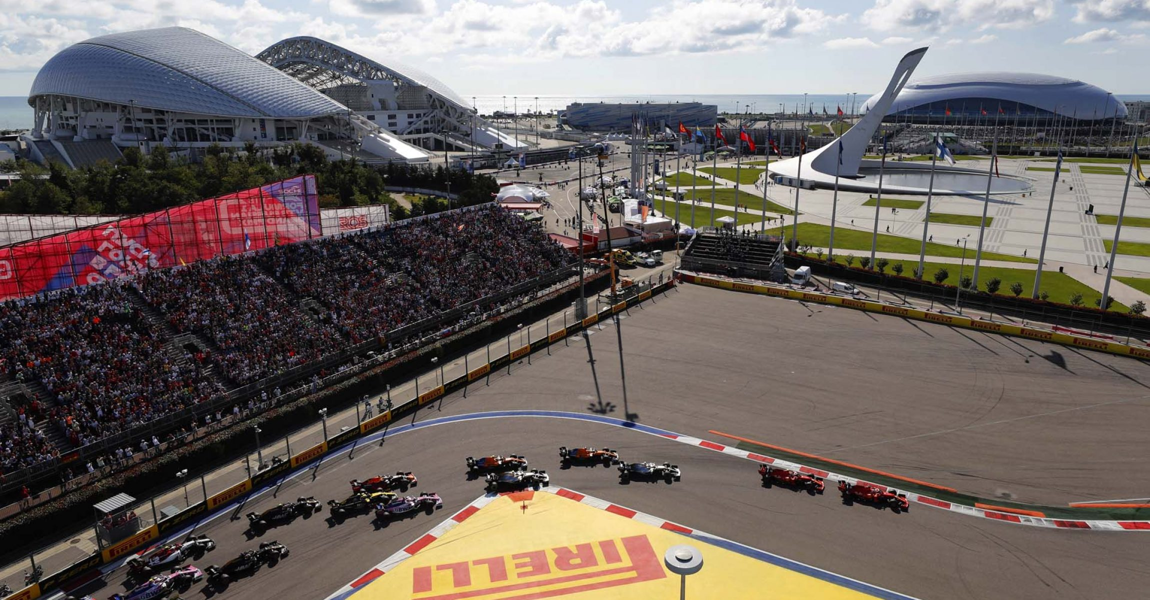 2019 Russian Grand Prix, Sunday - LAT Images Russian Grand Prix start