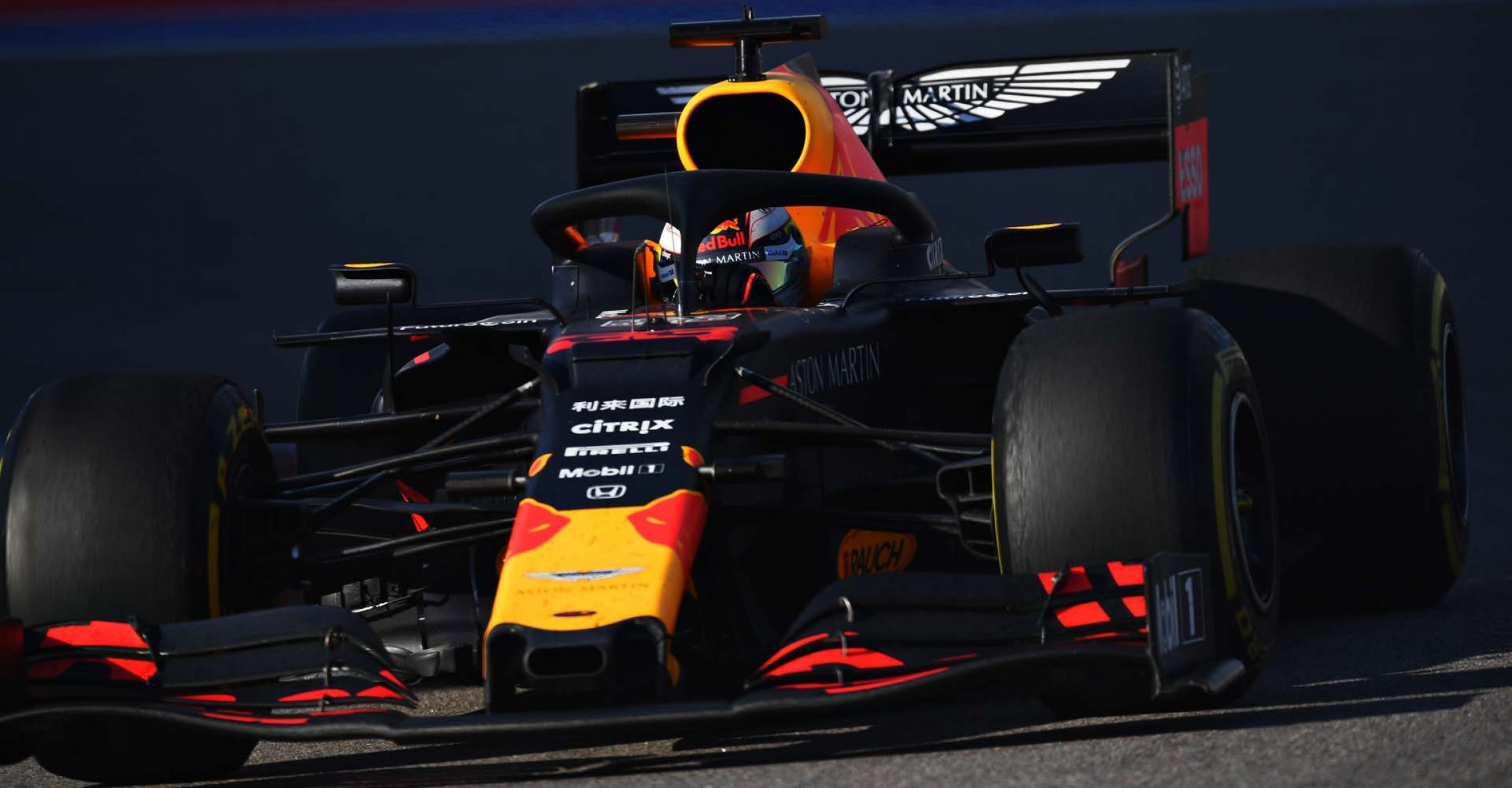SOCHI, RUSSIA - SEPTEMBER 29: Max Verstappen of the Netherlands driving the (33) Aston Martin Red Bull Racing RB15 on track during the F1 Grand Prix of Russia at Sochi Autodrom on September 29, 2019 in Sochi, Russia. (Photo by Clive Mason/Getty Images) // Getty Images / Red Bull Content Pool  // AP-21QK5ZJK92111 // Usage for editorial use only //
