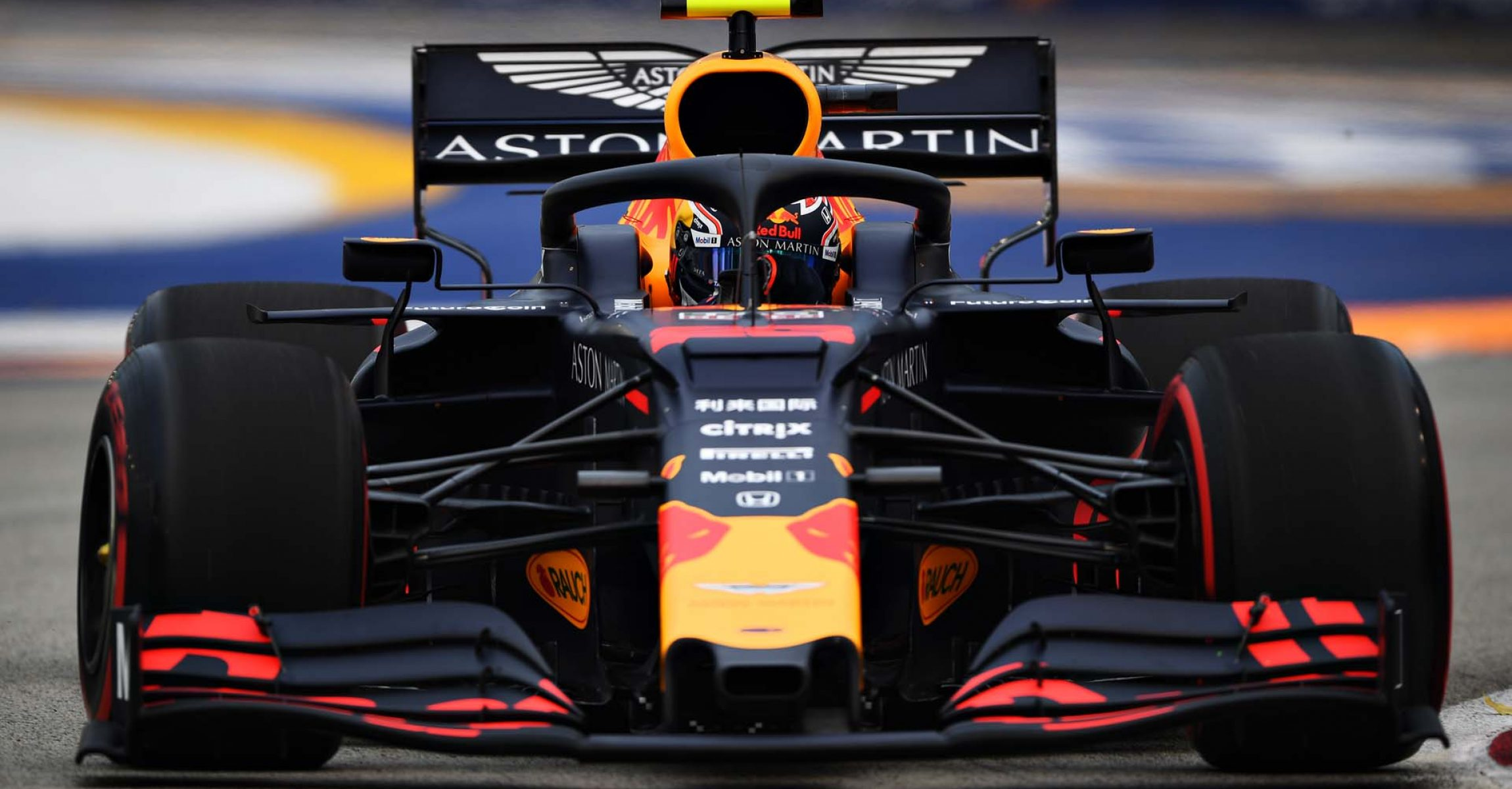 SINGAPORE, SINGAPORE - SEPTEMBER 20: Alexander Albon of Thailand driving the (23) Aston Martin Red Bull Racing RB15 on track during practice for the F1 Grand Prix of Singapore at Marina Bay Street Circuit on September 20, 2019 in Singapore. (Photo by Clive Mason/Getty Images) // Getty Images / Red Bull Content Pool  // AP-21MKQTC6D2111 // Usage for editorial use only //