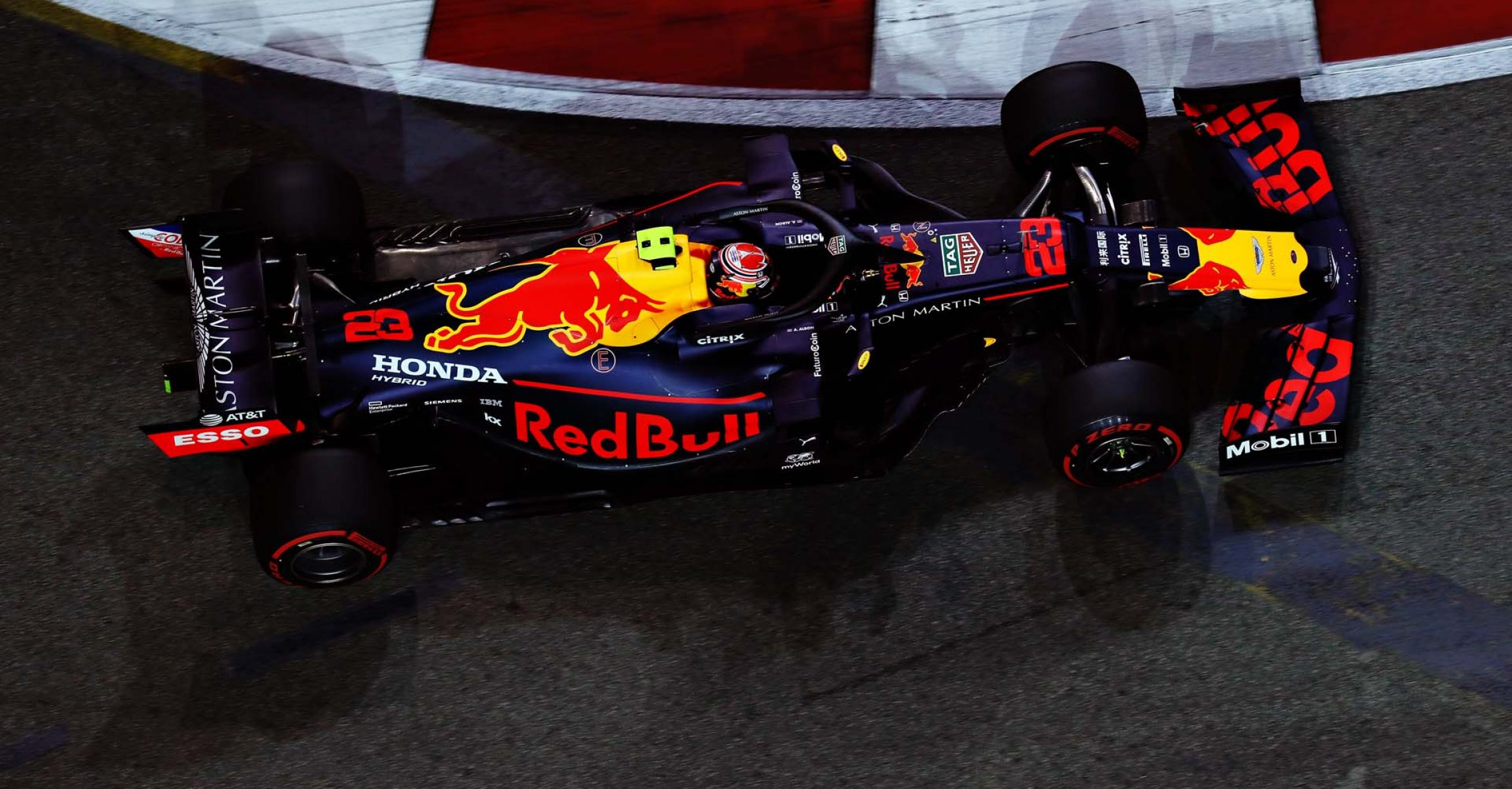 SINGAPORE, SINGAPORE - SEPTEMBER 20: Alexander Albon of Thailand driving the (23) Aston Martin Red Bull Racing RB15 on track during practice for the F1 Grand Prix of Singapore at Marina Bay Street Circuit on September 20, 2019 in Singapore. (Photo by Mark Thompson/Getty Images) // Getty Images / Red Bull Content Pool  // AP-21MNUJF1N2111 // Usage for editorial use only //