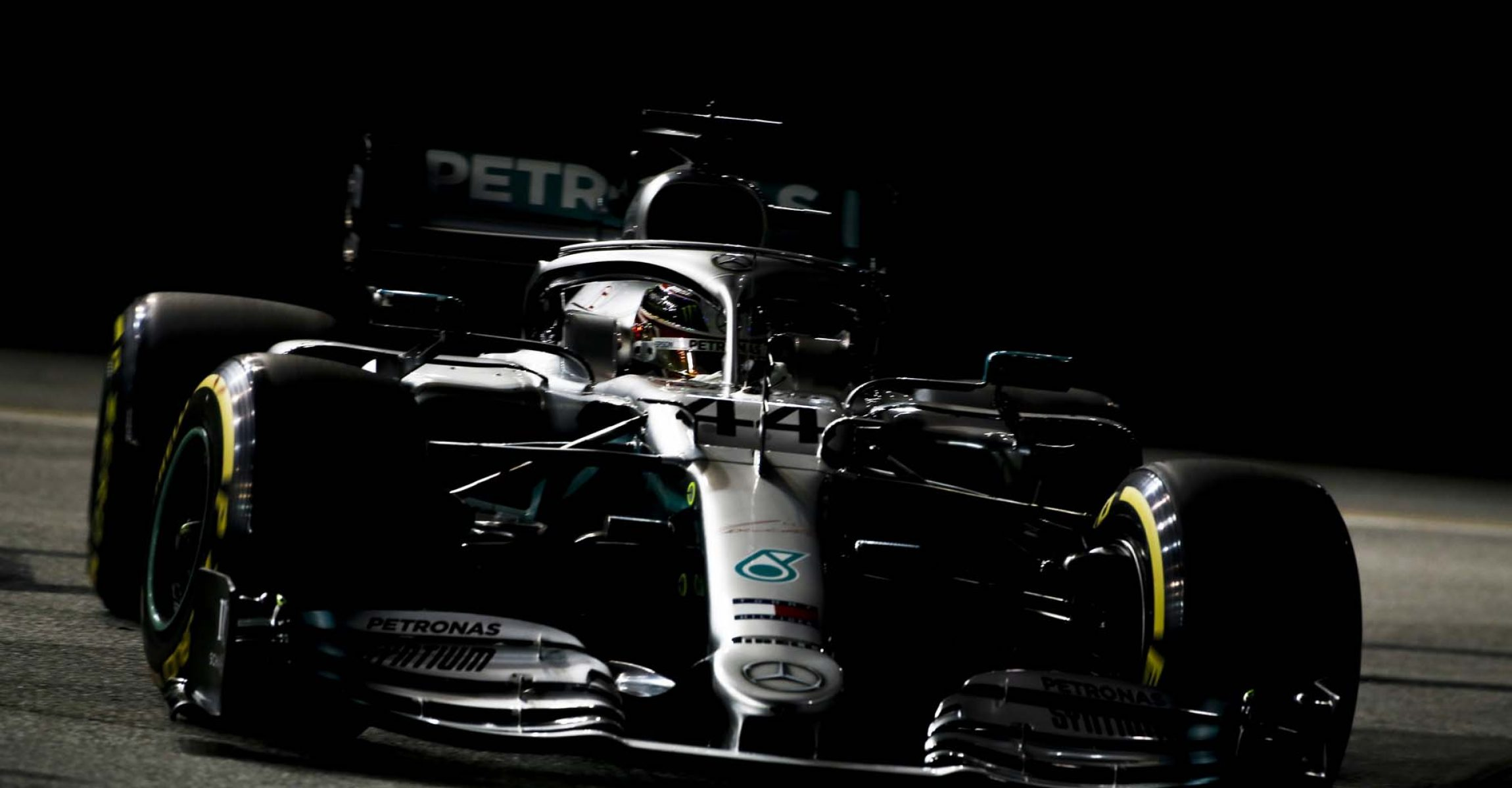 SINGAPORE STREET CIRCUIT, SINGAPORE - SEPTEMBER 21: Lewis Hamilton, Mercedes AMG F1 W10 during the Singapore GP at Singapore Street Circuit on September 21, 2019 in Singapore Street Circuit, Singapore. (Photo by Joe Portlock / LAT Images)
