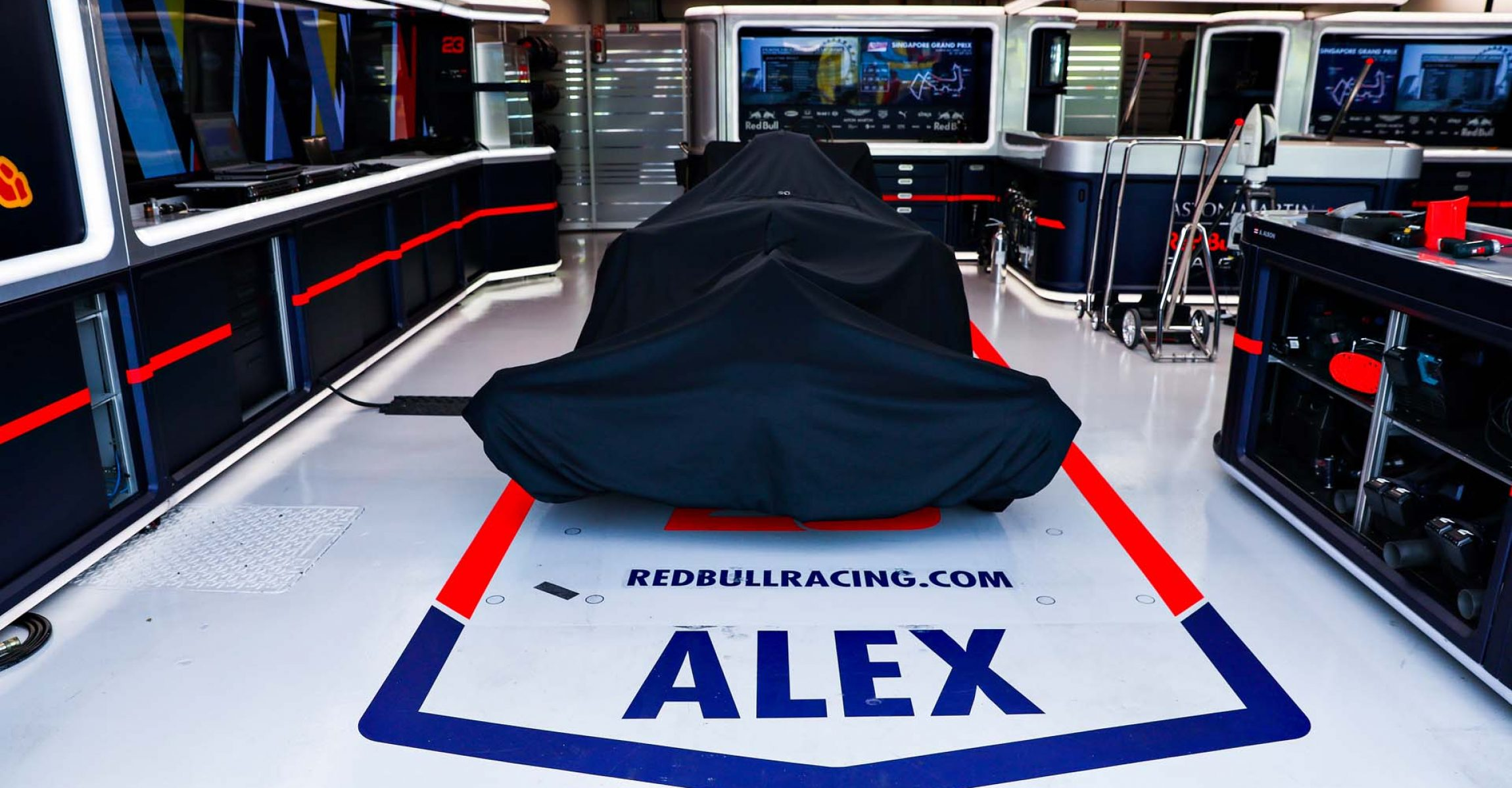 SINGAPORE, SINGAPORE - SEPTEMBER 21: The car of Alexander Albon of Thailand and Red Bull Racing is seen under wraps in the garage before final practice for the F1 Grand Prix of Singapore at Marina Bay Street Circuit on September 21, 2019 in Singapore. (Photo by Mark Thompson/Getty Images) // Getty Images / Red Bull Content Pool  // AP-21MWTZ7R92111 // Usage for editorial use only //