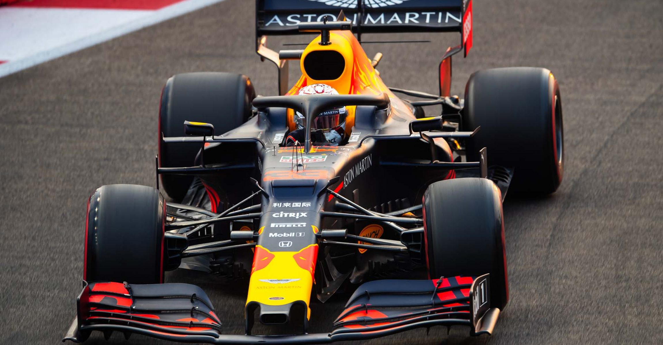 SINGAPORE, SINGAPORE - SEPTEMBER 21: Max Verstappen of the Netherlands driving the (33) Aston Martin Red Bull Racing RB15 on track during final practice for the F1 Grand Prix of Singapore at Marina Bay Street Circuit on September 21, 2019 in Singapore. (Photo by Lars Baron/Getty Images) // Getty Images / Red Bull Content Pool  // AP-21MYJCBXH1W11 // Usage for editorial use only //