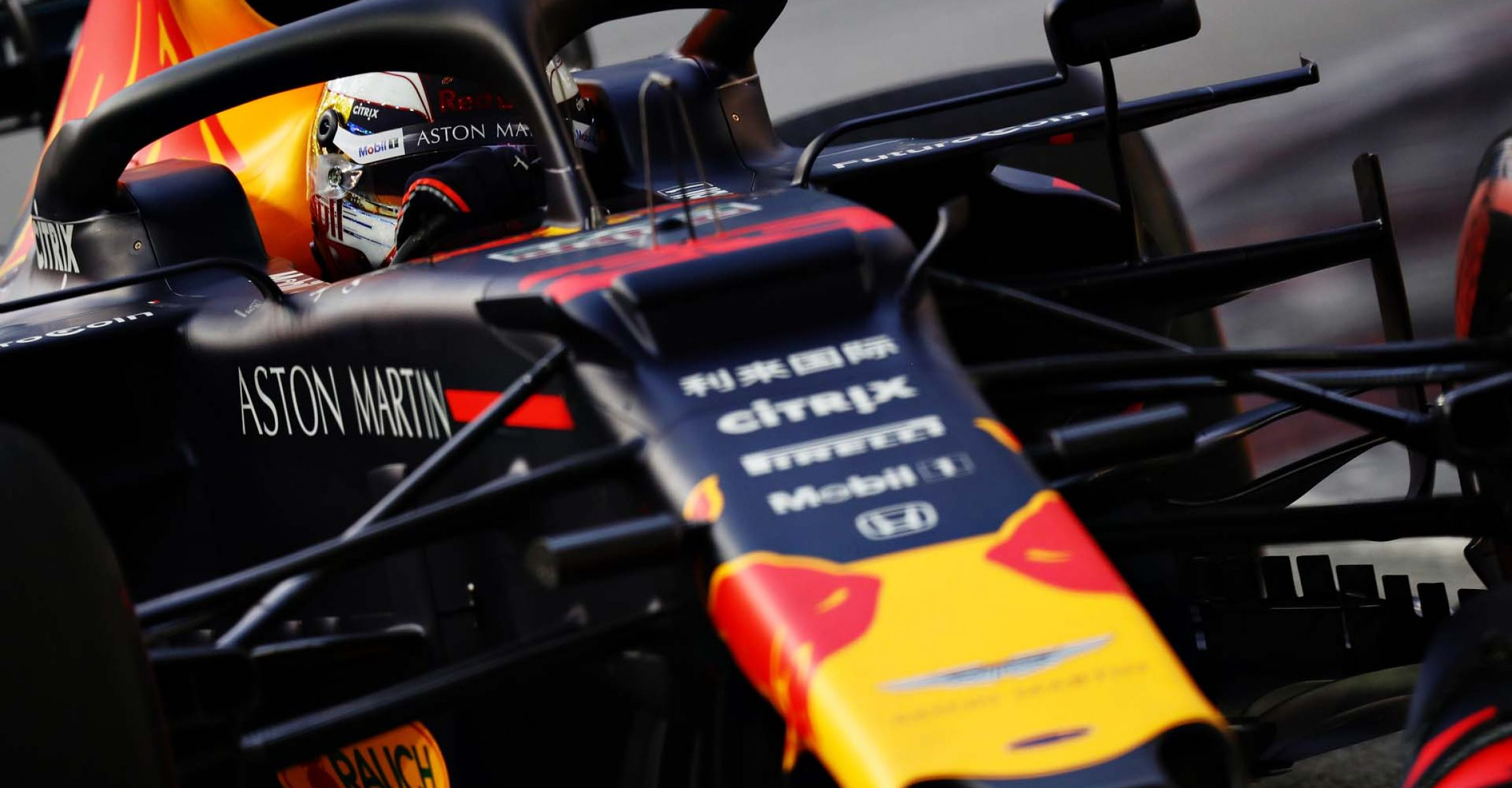 SINGAPORE, SINGAPORE - SEPTEMBER 21: Max Verstappen of the Netherlands driving the (33) Aston Martin Red Bull Racing RB15 on track during final practice for the F1 Grand Prix of Singapore at Marina Bay Street Circuit on September 21, 2019 in Singapore. (Photo by Mark Thompson/Getty Images) // Getty Images / Red Bull Content Pool // AP-21MYY6TH92111 // Usage for editorial use only //