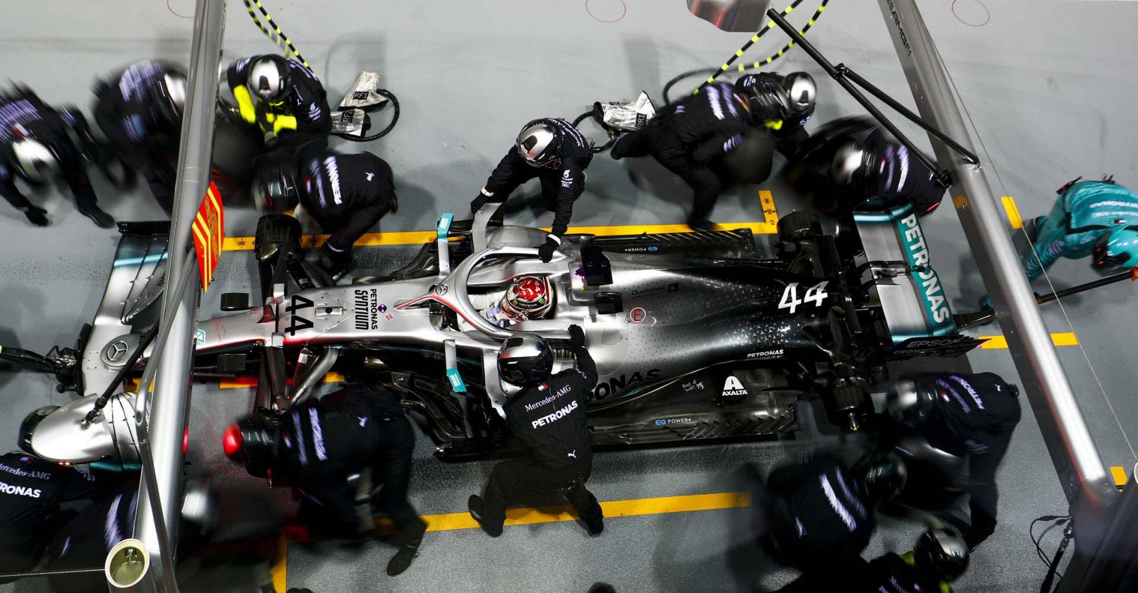 SINGAPORE STREET CIRCUIT, SINGAPORE - SEPTEMBER 22: Lewis Hamilton, Mercedes AMG F1 W10 pit stop during the Singapore GP at Singapore Street Circuit on September 22, 2019 in Singapore Street Circuit, Singapore. (Photo by Sam Bloxham / LAT Images)