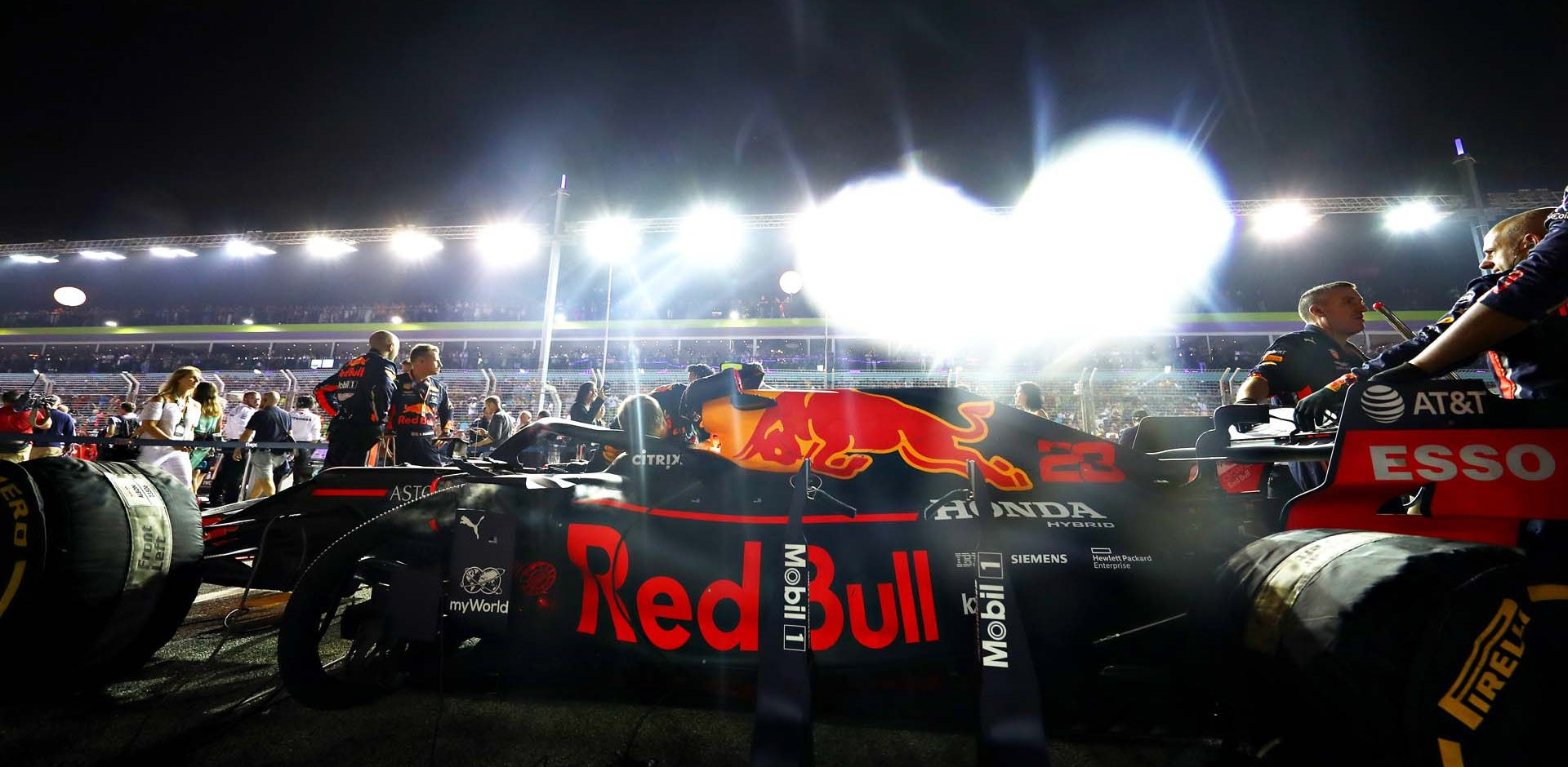 SINGAPORE, SINGAPORE - SEPTEMBER 22: The car of Alexander Albon of Thailand and Red Bull Racing is seen on the grid before the F1 Grand Prix of Singapore at Marina Bay Street Circuit on September 22, 2019 in Singapore. (Photo by Mark Thompson/Getty Images) // Getty Images / Red Bull Content Pool  // AP-21NAHFTVW2111 // Usage for editorial use only //