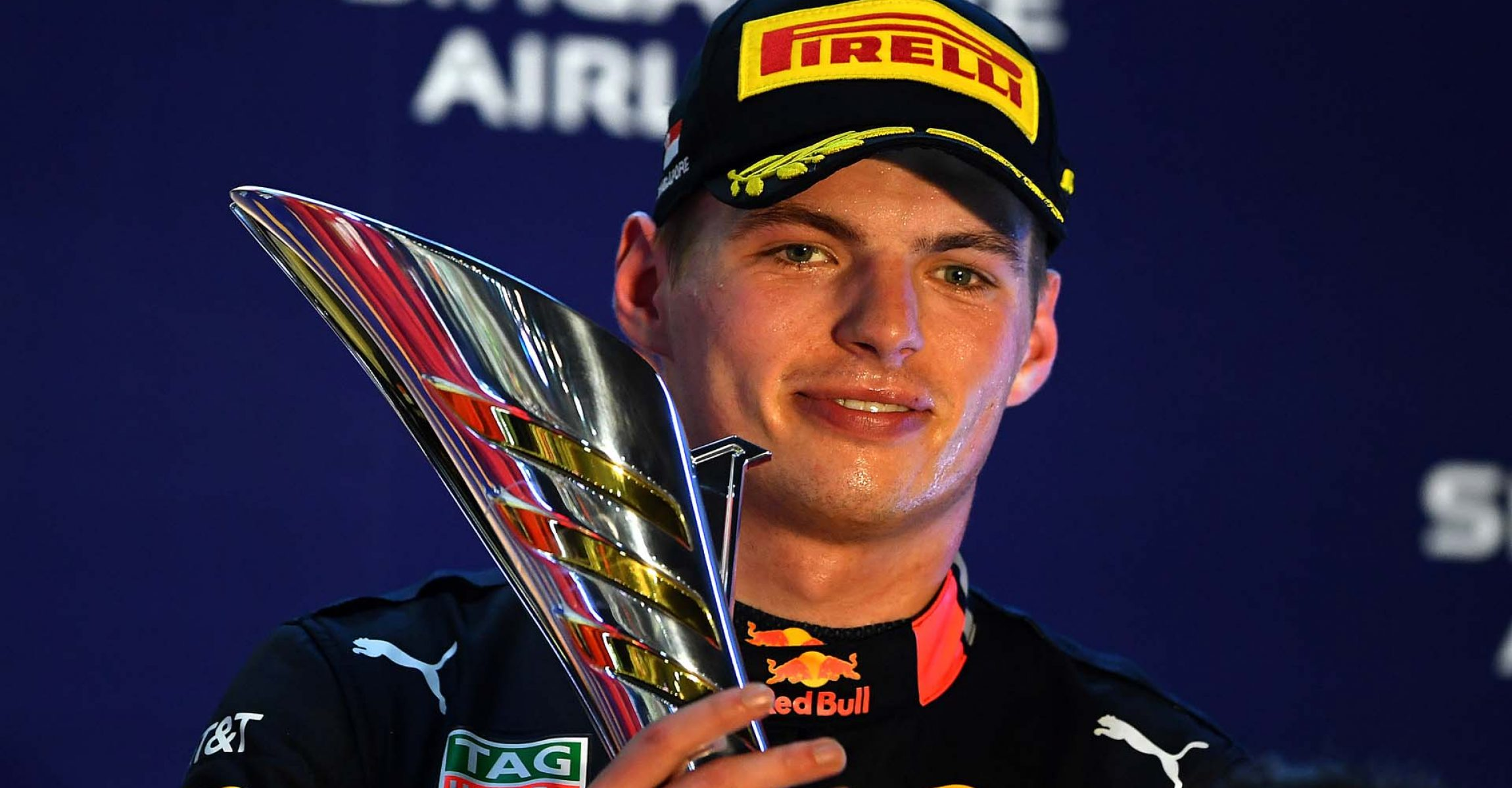 SINGAPORE, SINGAPORE - SEPTEMBER 22: Third placed Max Verstappen of Netherlands and Red Bull Racing celebrates on the podium during the F1 Grand Prix of Singapore at Marina Bay Street Circuit on September 22, 2019 in Singapore. (Photo by Clive Mason/Getty Images) // Getty Images / Red Bull Content Pool // AP-21NB2DR391W11 // Usage for editorial use only //