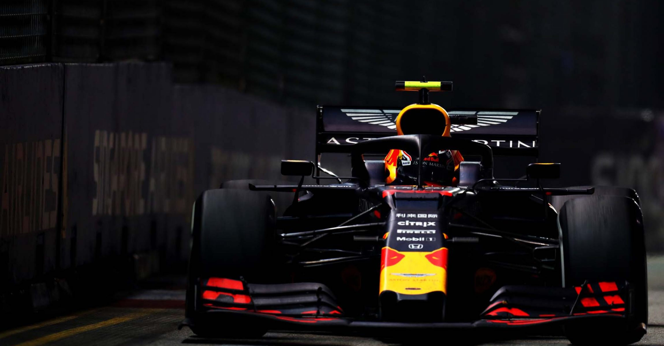 SINGAPORE, SINGAPORE - SEPTEMBER 22: Alexander Albon of Thailand driving the (23) Aston Martin Red Bull Racing RB15 on track during the F1 Grand Prix of Singapore at Marina Bay Street Circuit on September 22, 2019 in Singapore. (Photo by Mark Thompson/Getty Images) // Getty Images / Red Bull Content Pool  // AP-21NB6HSDH2111 // Usage for editorial use only //