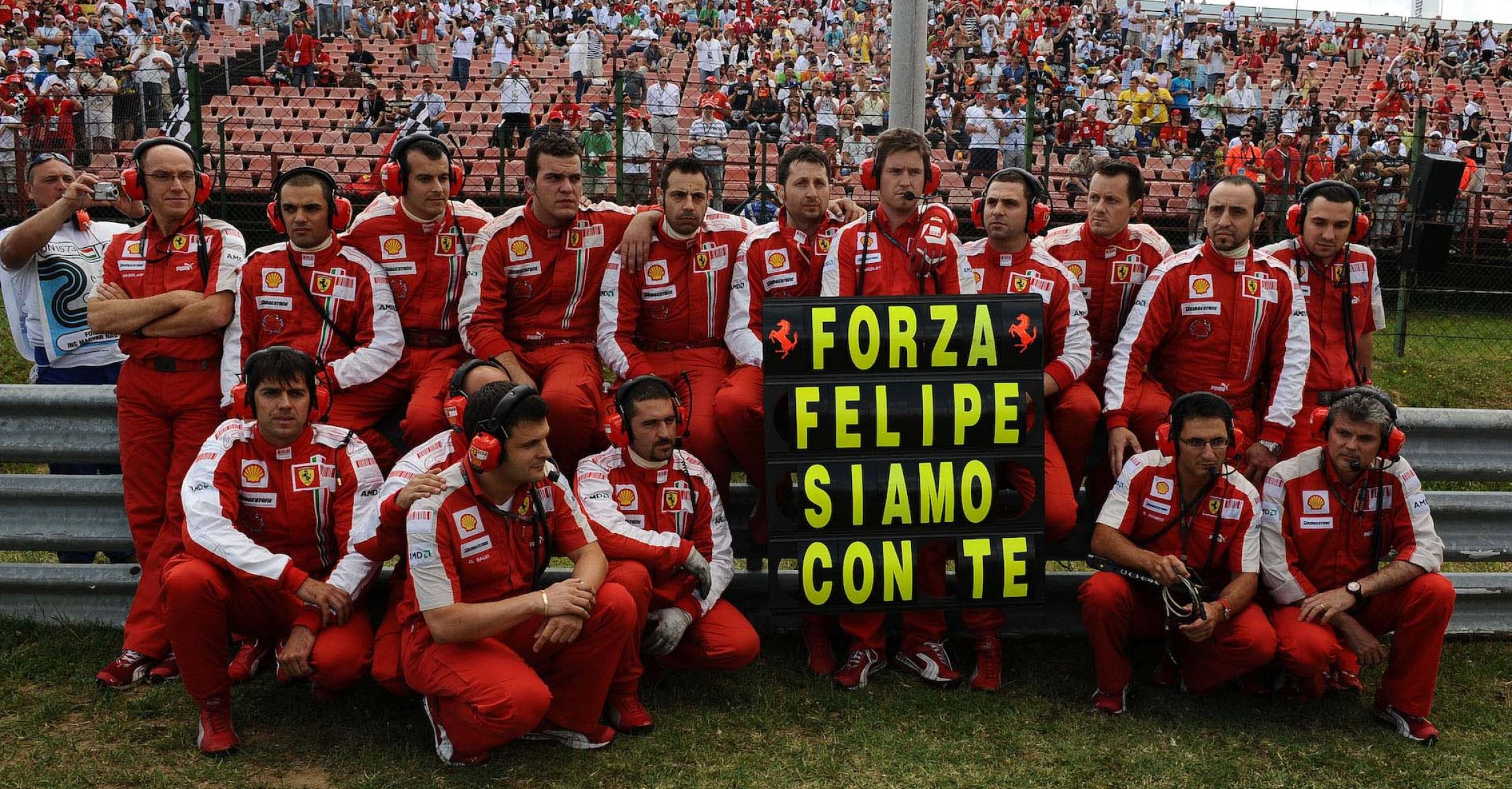 Forza Felipe message before the start of the Hungarian Grand Prix in 2009, after the accident of Felipe Massa (Ferrari)
