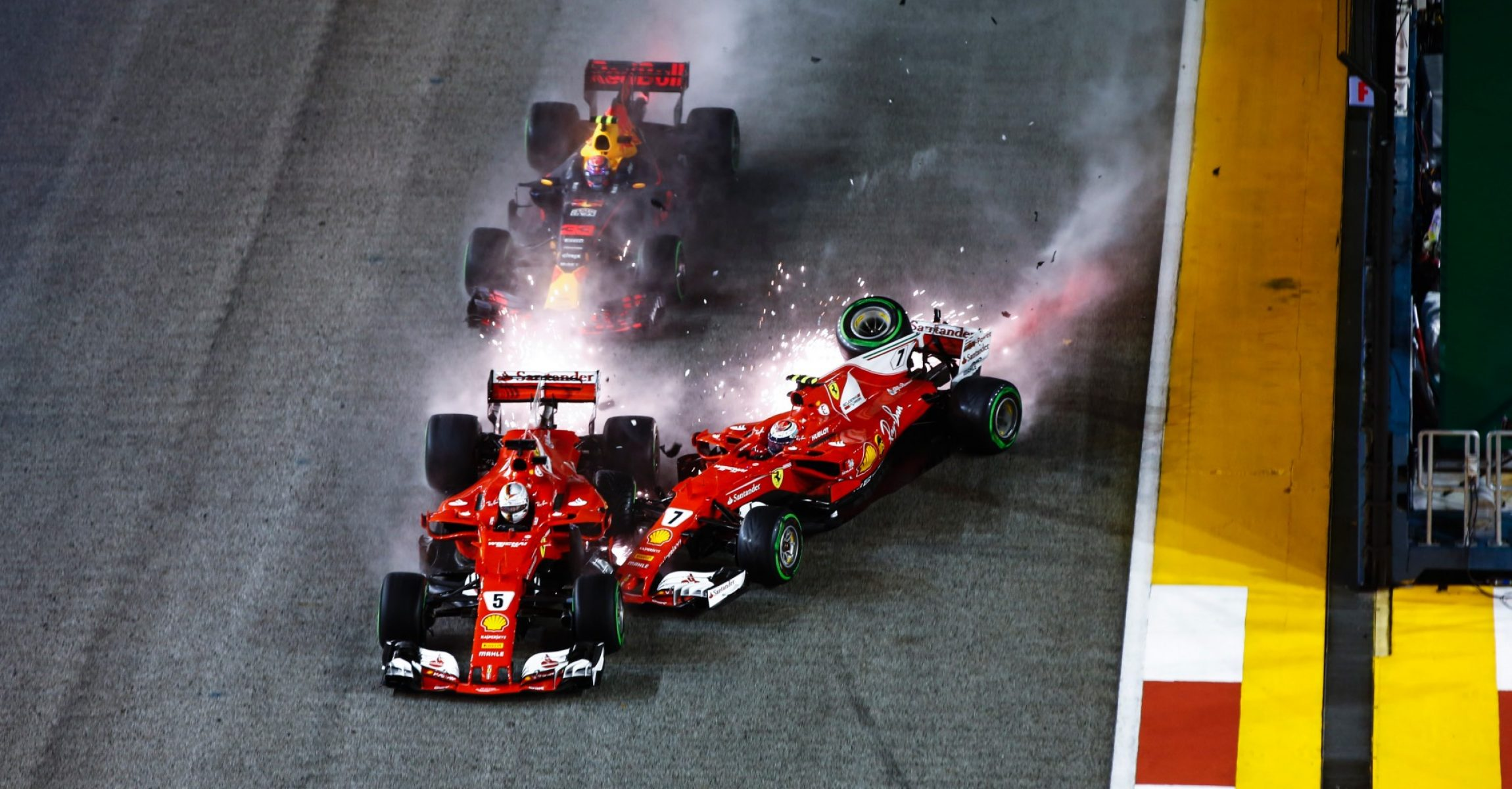 Sebastian Vettel (GER) Ferrari SF70-H, Max Verstappen (NED) Red Bull Racing RB13 and Kimi Raikkonen (FIN) Ferrari SF70-H crash at the start of the race at Formula One World Championship, Rd14, Singapore Grand Prix, Race, Marina Bay Street Circuit, Singapore, Sunday 17 September 2017. Räikkönen crash